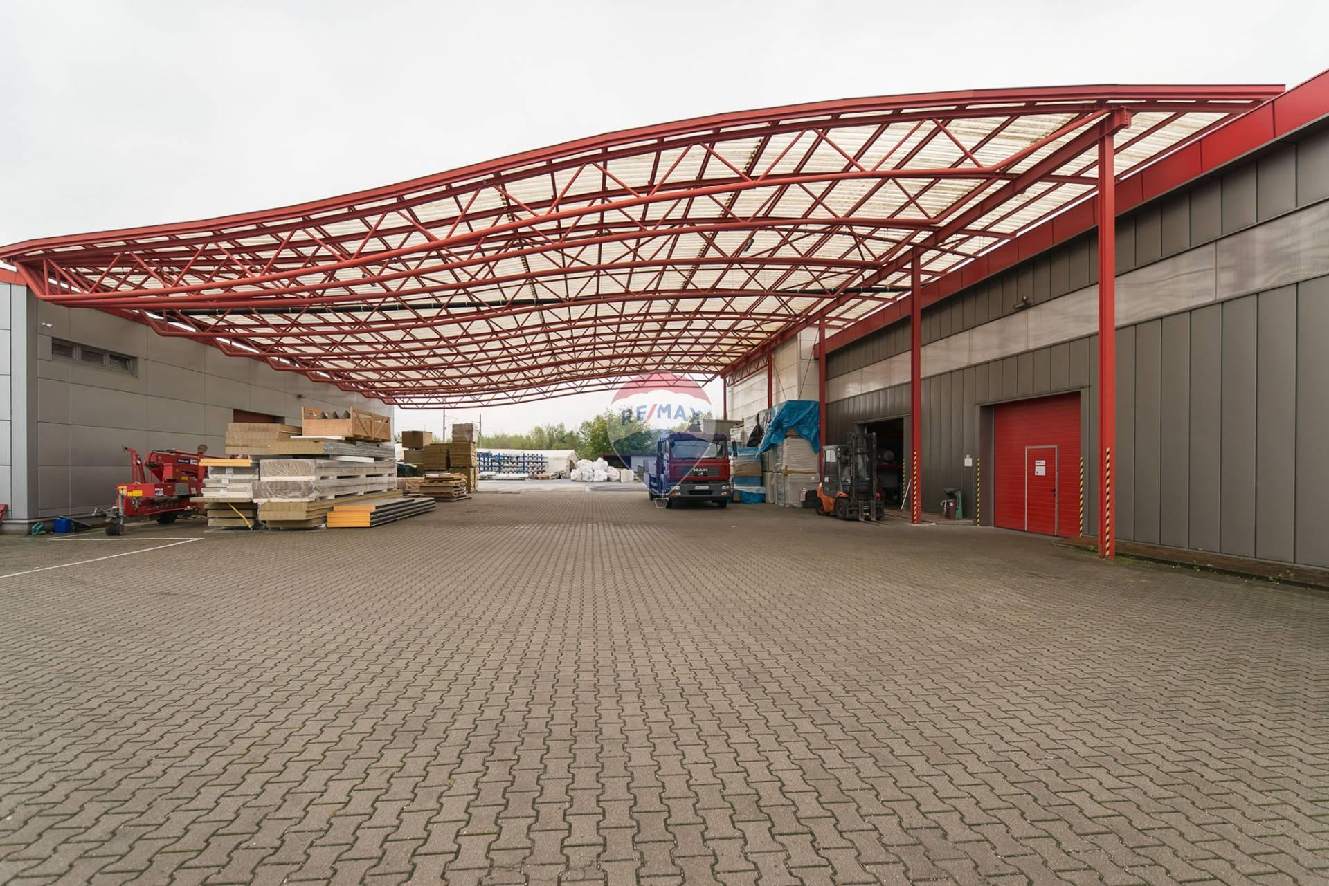 PRENÁJOM - Výrobná hala + sklad a kancelárie - NMnV