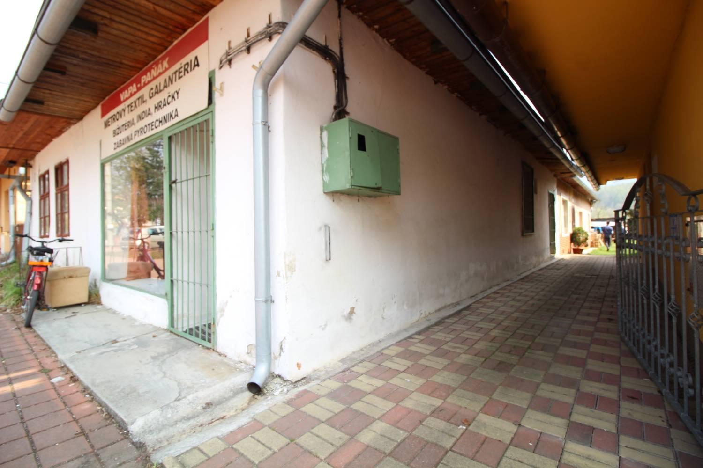 REZERVOVANÉ - Na predaj dom v obci Varín