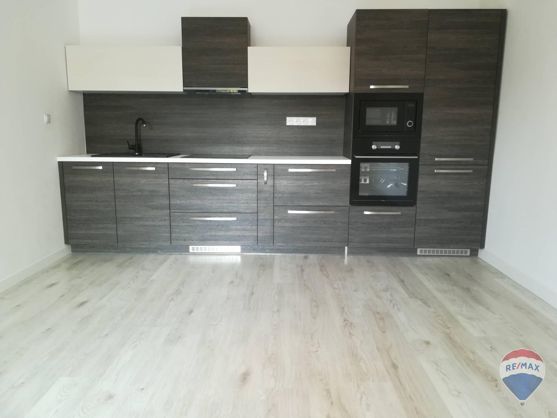 Na predaj 2- izbový byt, 50 m2,  na ulici Švermova v Trenčíne