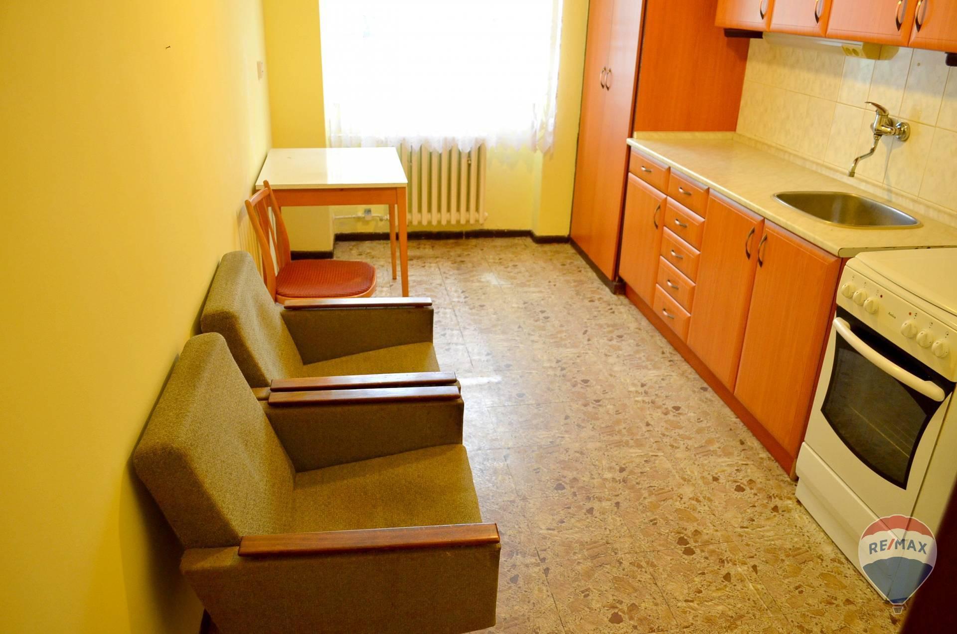 REZERVOVANÉ Na predaj 2 izbový byt, 66 m2,ulica Švermova, Trenčín