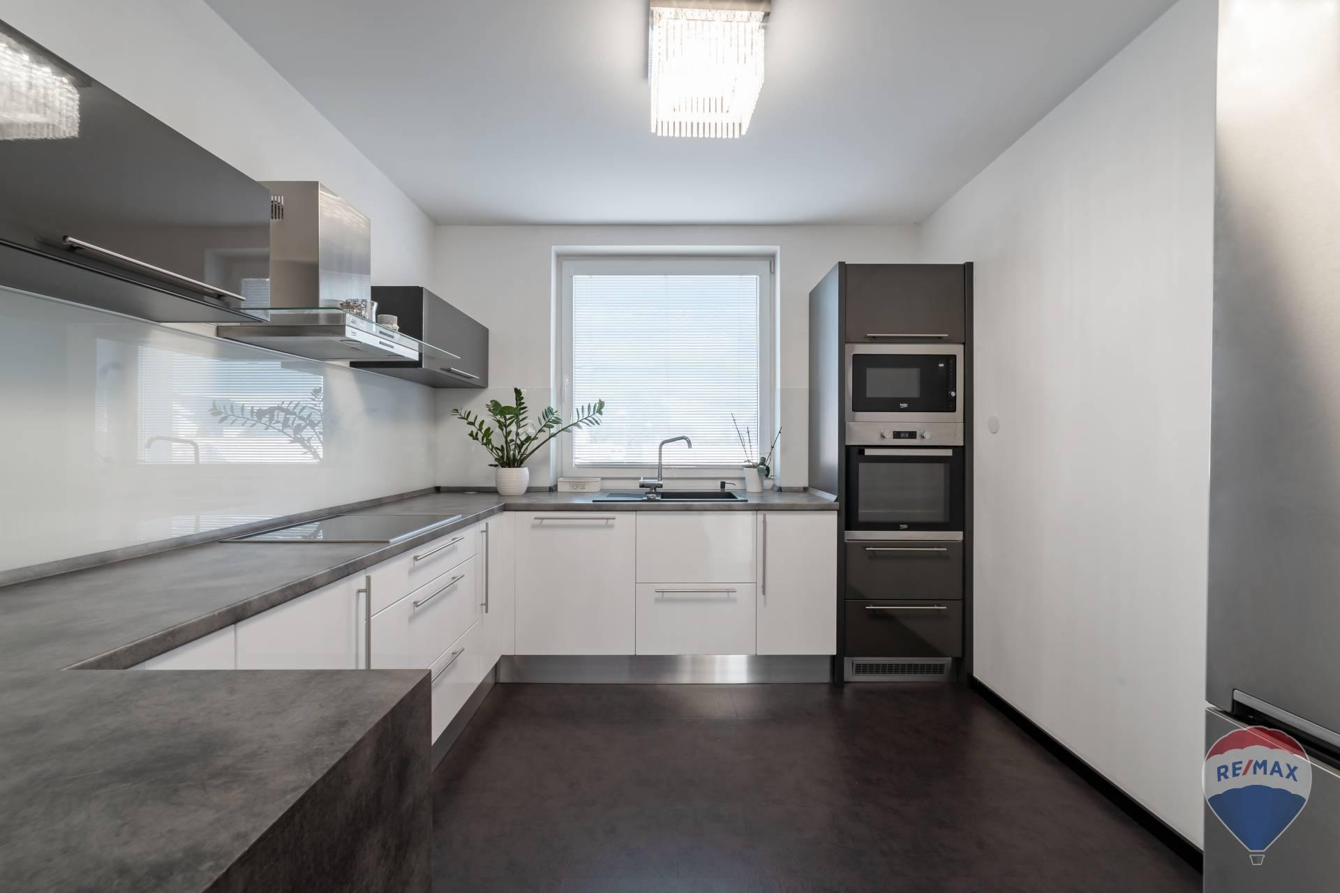Predaj domu 250 m2, Ilava - Realitná kancelária RE/MAX ponúka Na predaj rodinný dom,Klobušice, Lukas Kázmér - realitný maklér