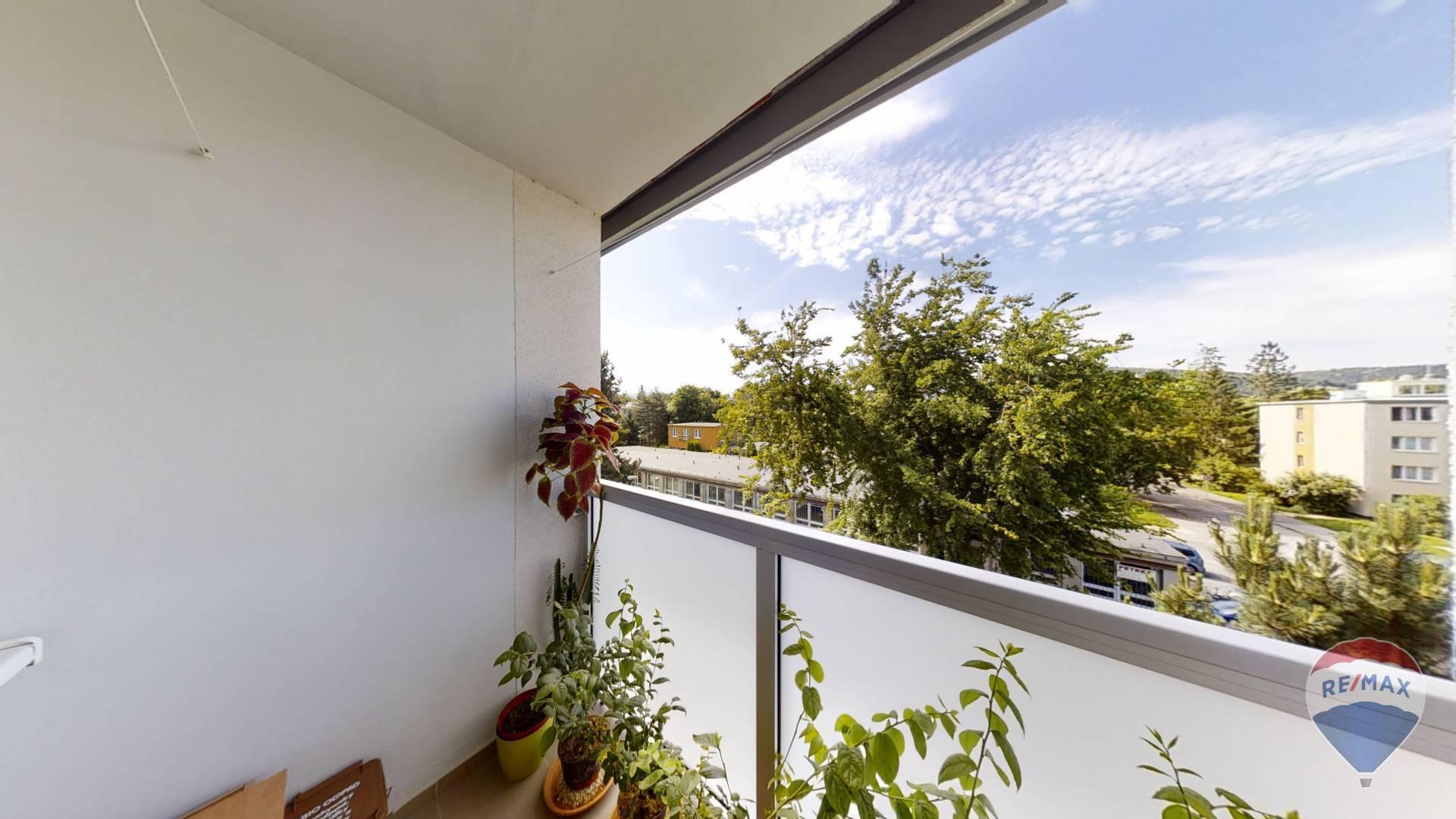 Predaj bytu (4 izbový) 74 m2, Trenčín -