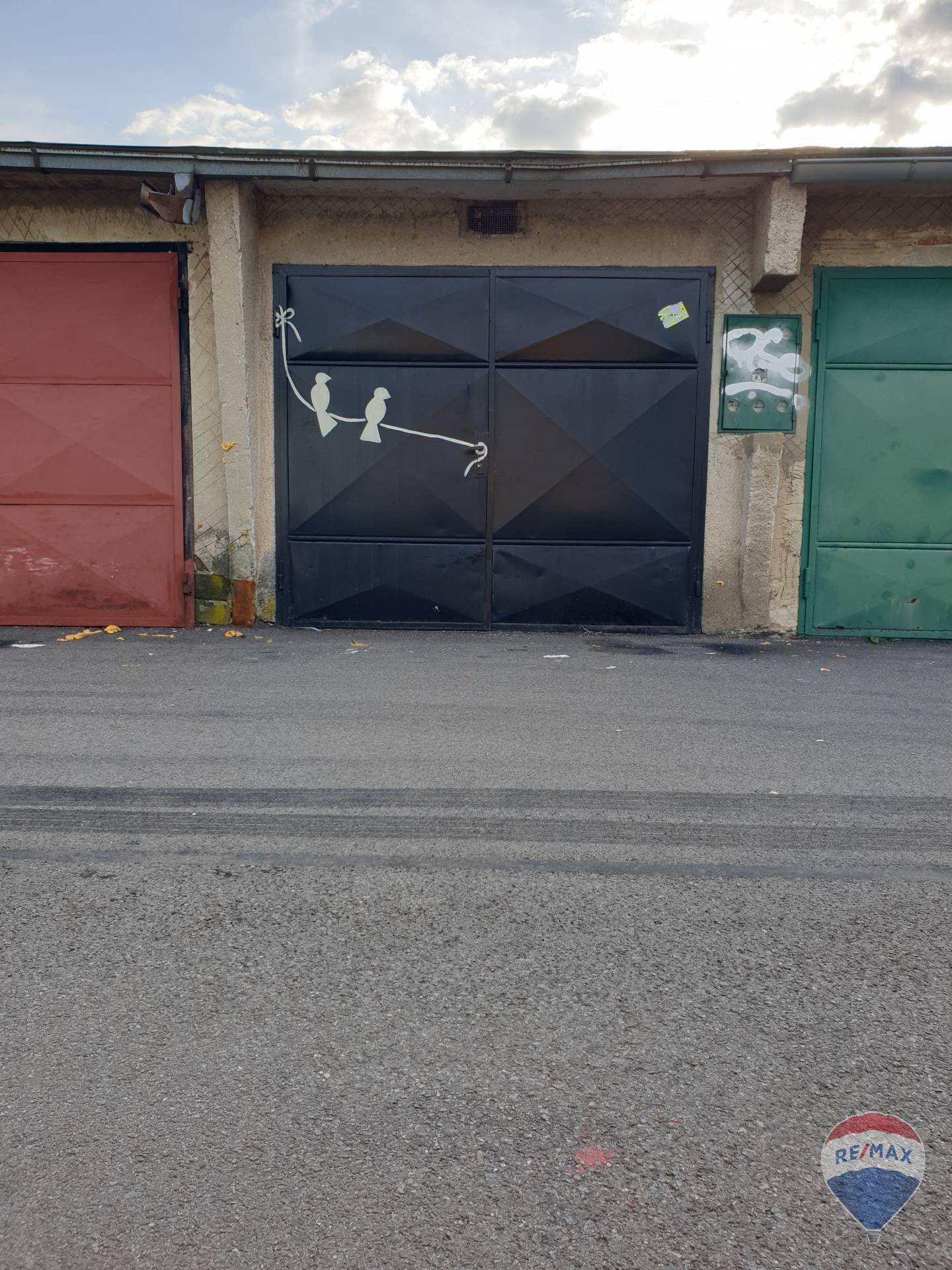 na predaj garáž  Nová Dubnica