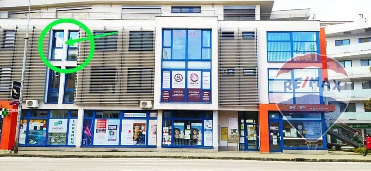 Prenájom kancelársky priestor s parkovacím miestom v polyfunkčnej budove v centre Trenčína
