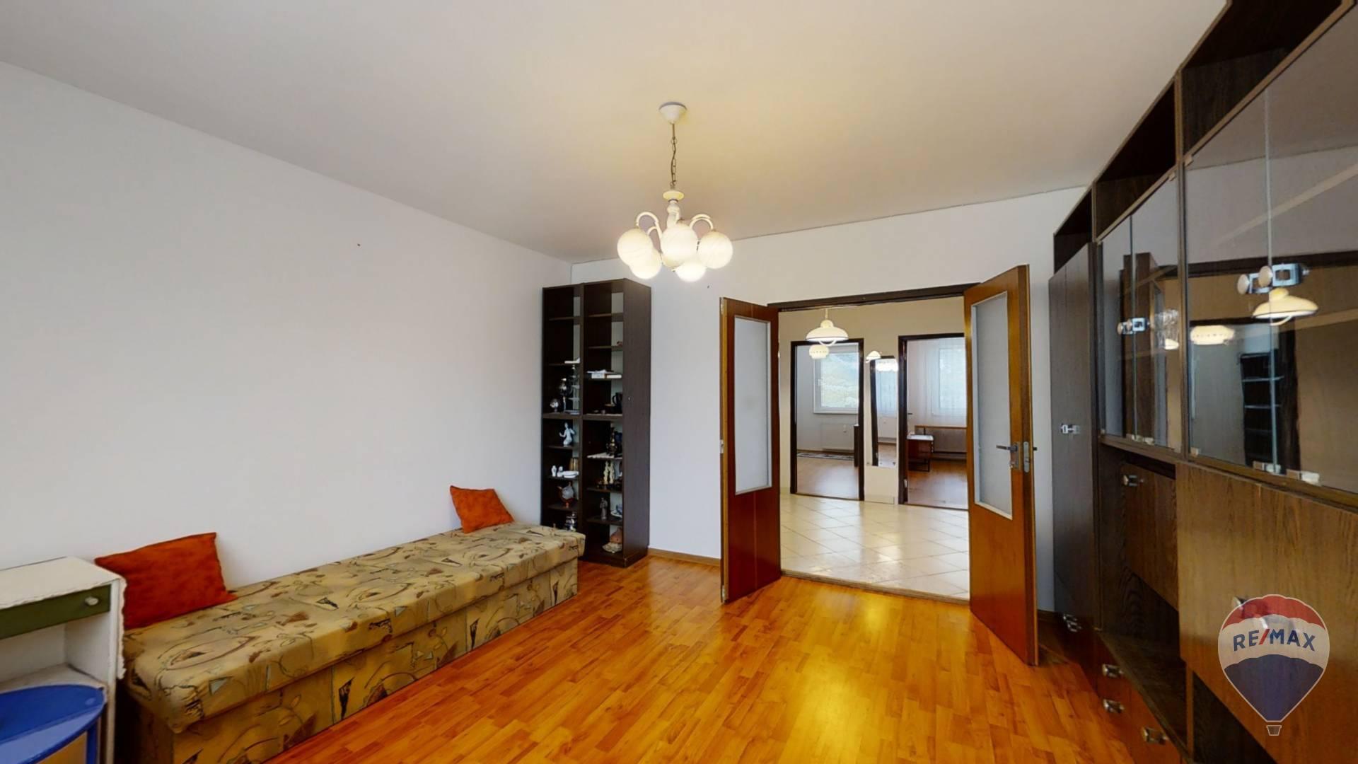 REZERVOVANÉ 4 izbový byt Dubnica nad Váhom Centrum I + balkón