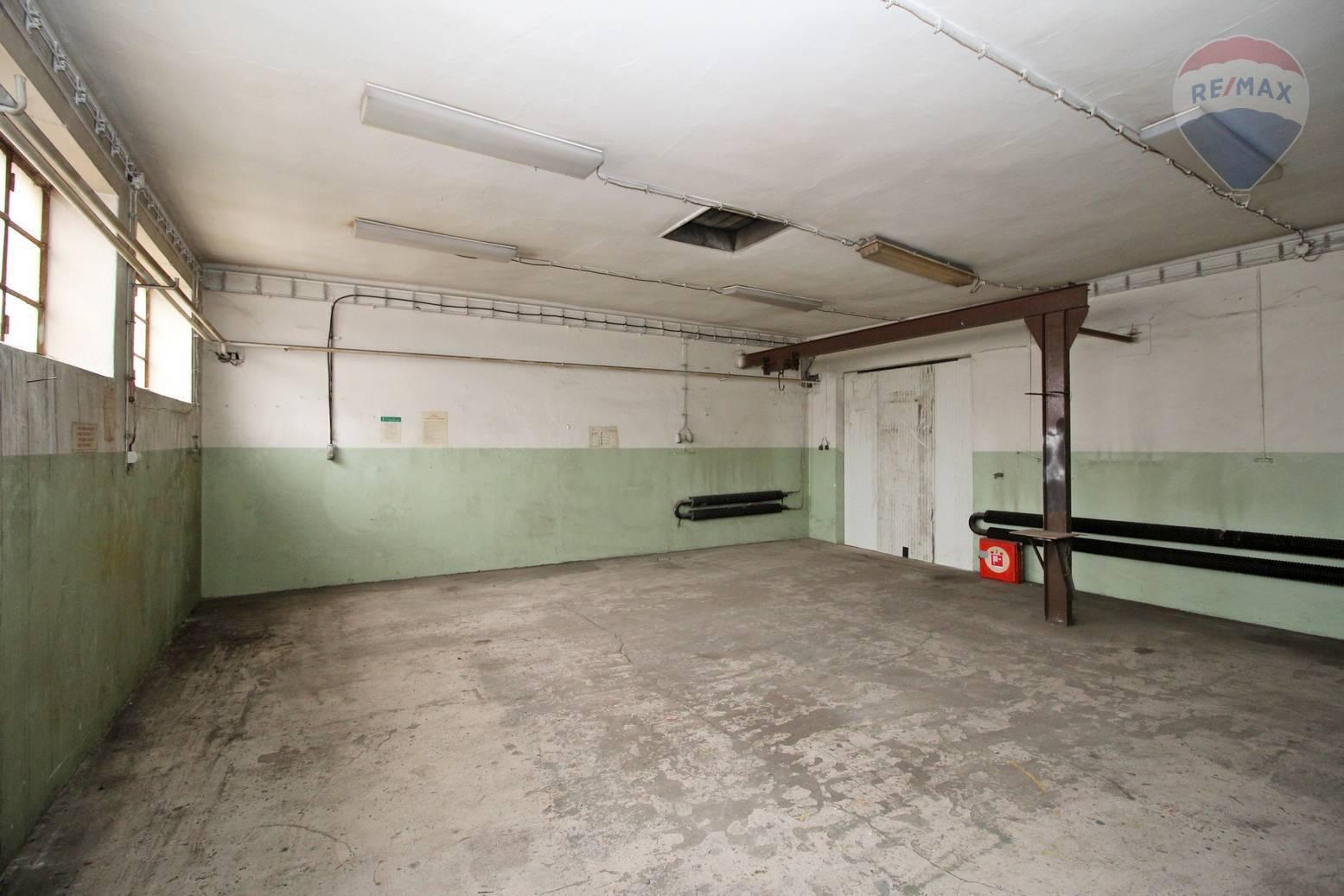 Na prenájom priestor vhodný na sklad alebo výrobu Galanta, 208,6 m2