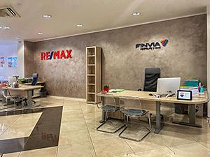 RE/MAX Mr & Mrs