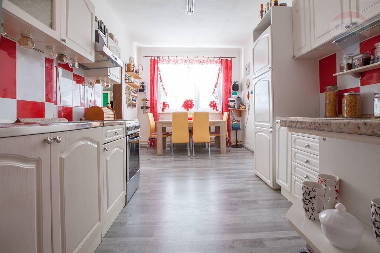 Na predaj: Rodinný dom s garážou na 5,5 árovom pozemku v Záhorskej Bystrici