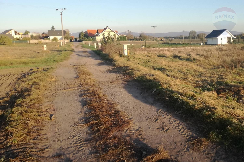 Na predaj: pozemok v obci Láb