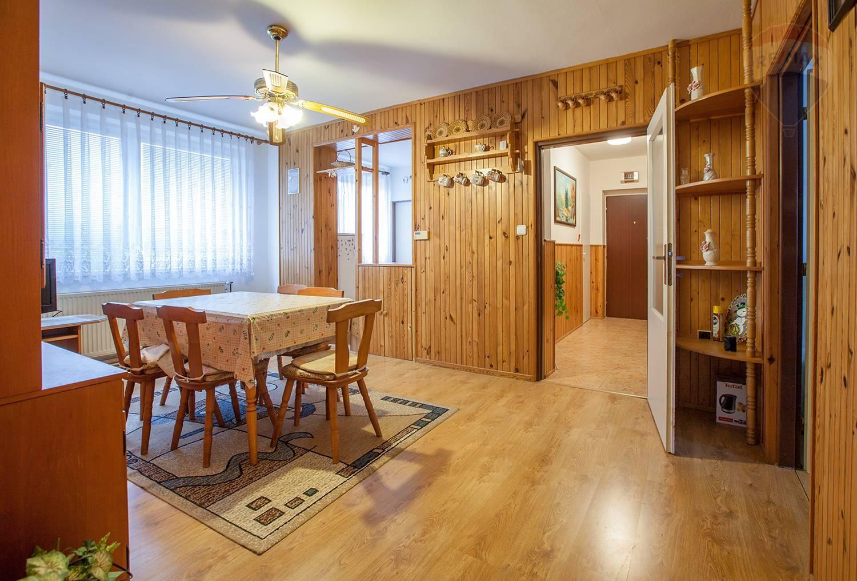 Na predaj 4 izbový byt vo Veľkých Levároch