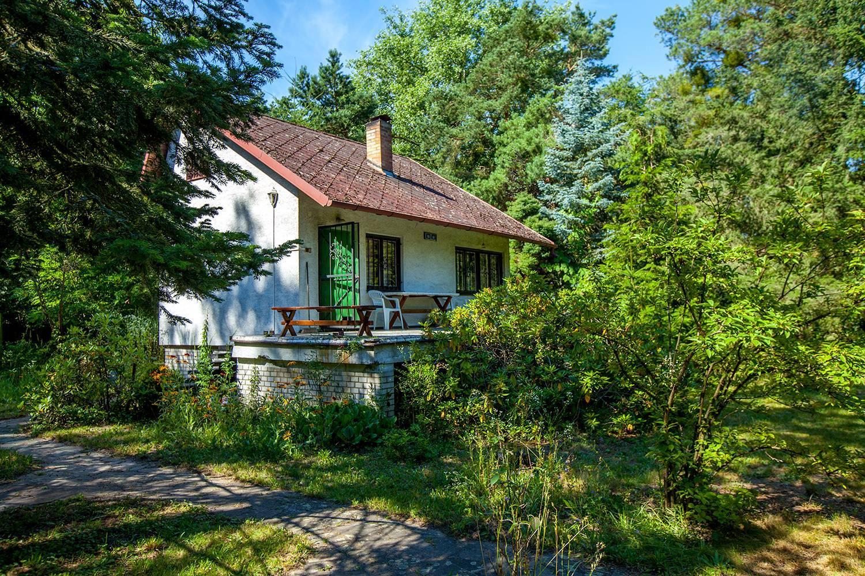 Na predaj: Malebná chata pri jazere na 10 árovom pozemku v obci Jakubov