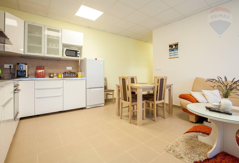 Na predaj komerčný priestor 91 m2, Vysoká pri Morave