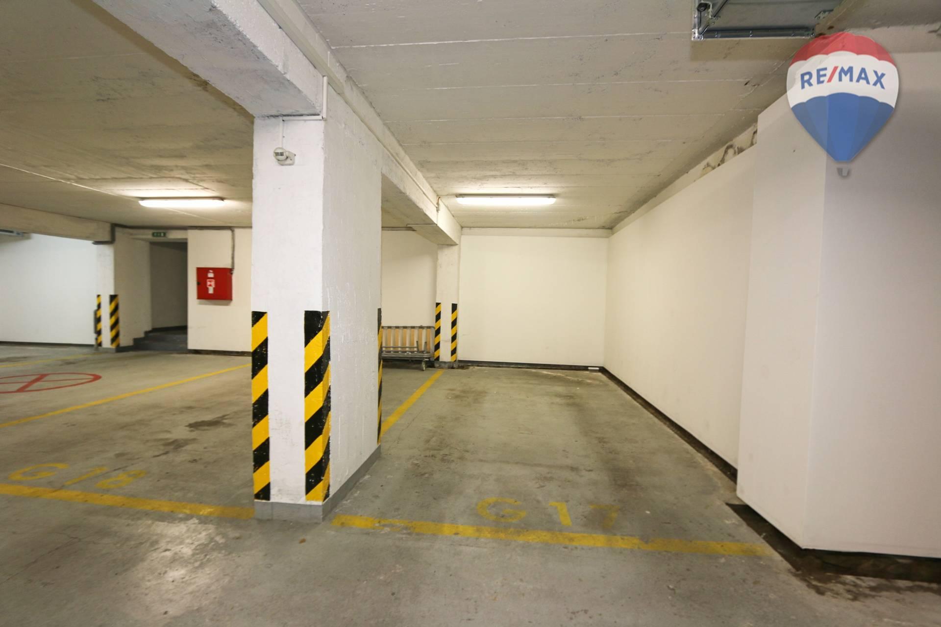 NA PREDAJ parkovacie státie v garáži na Kramároch