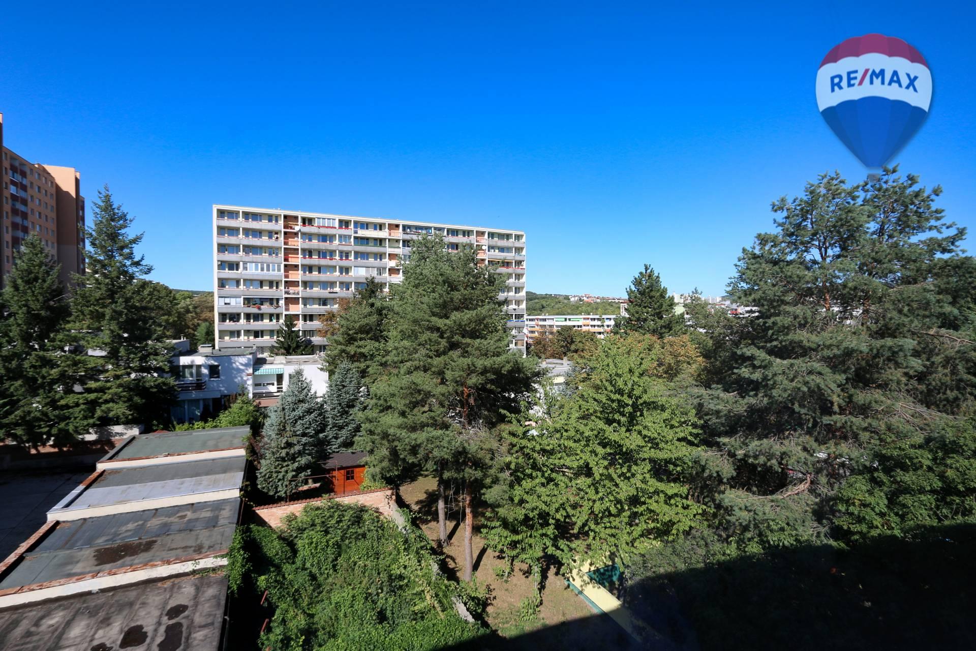 Predaj bytu (1 izbový) 32 m2, Bratislava - Karlova Ves - okolie
