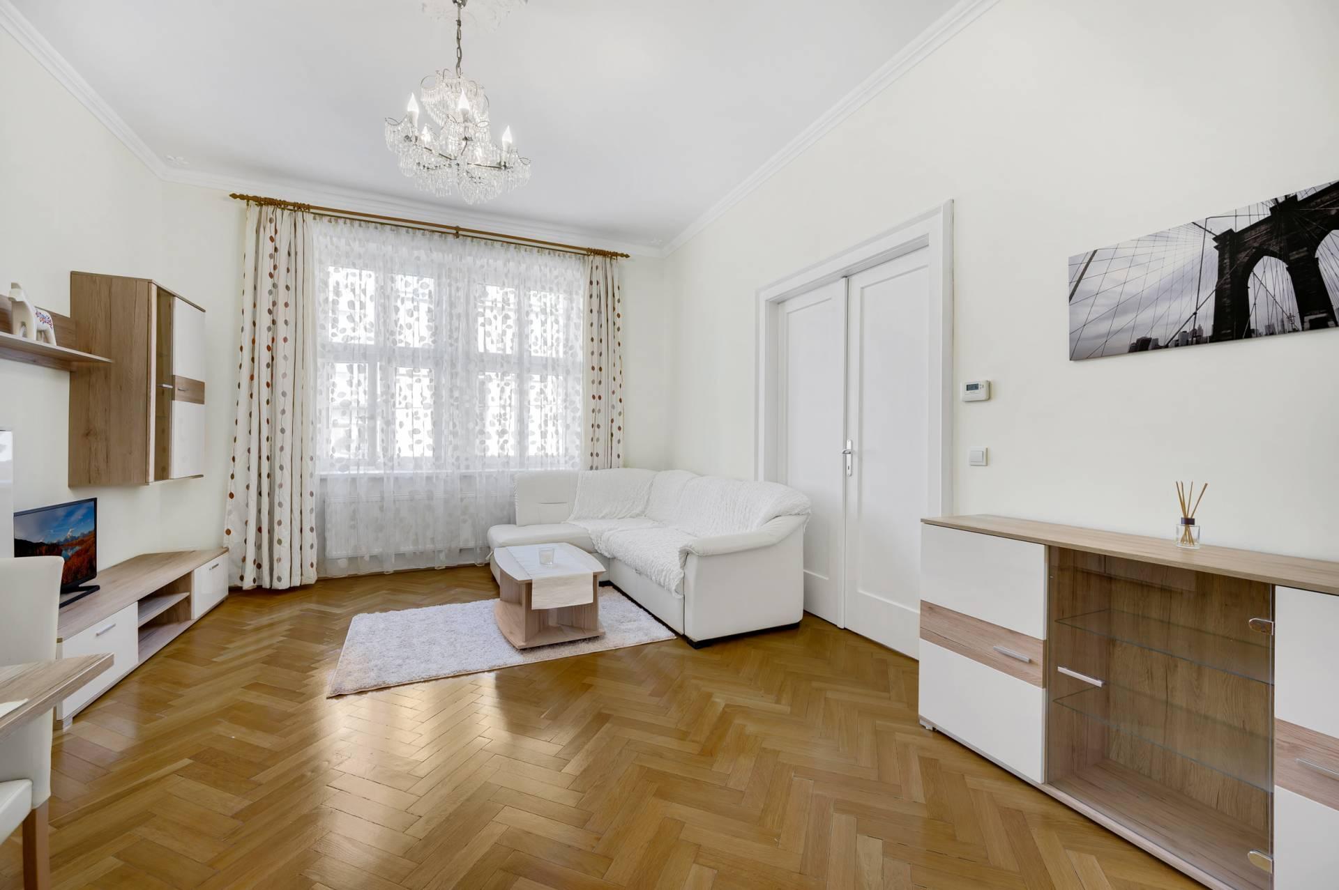 NA PRENÁJOM: Veľký 3 izbový byt v Starom Meste v Bratislave