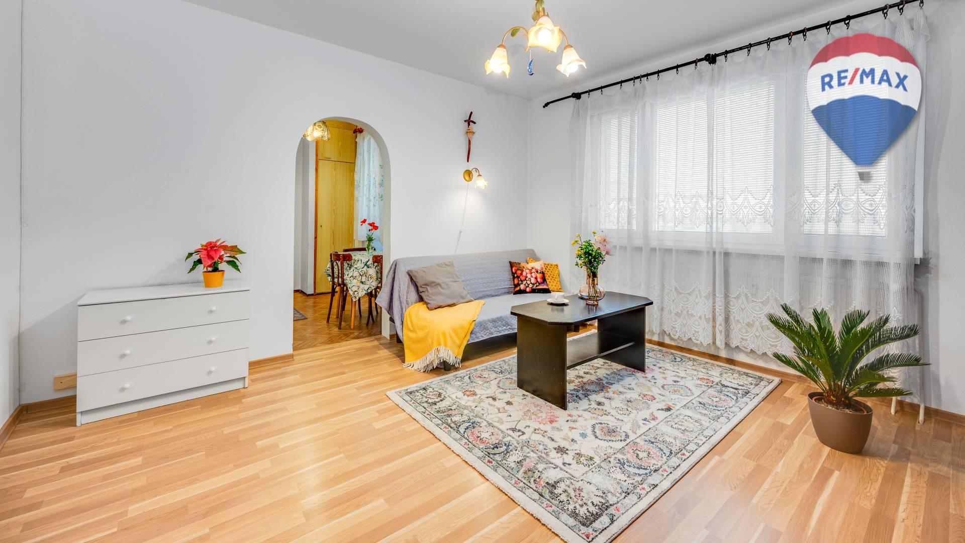 Tichý 2 izbový byt s priestrannou loggiou na Veternicovej ulici, BA IV.
