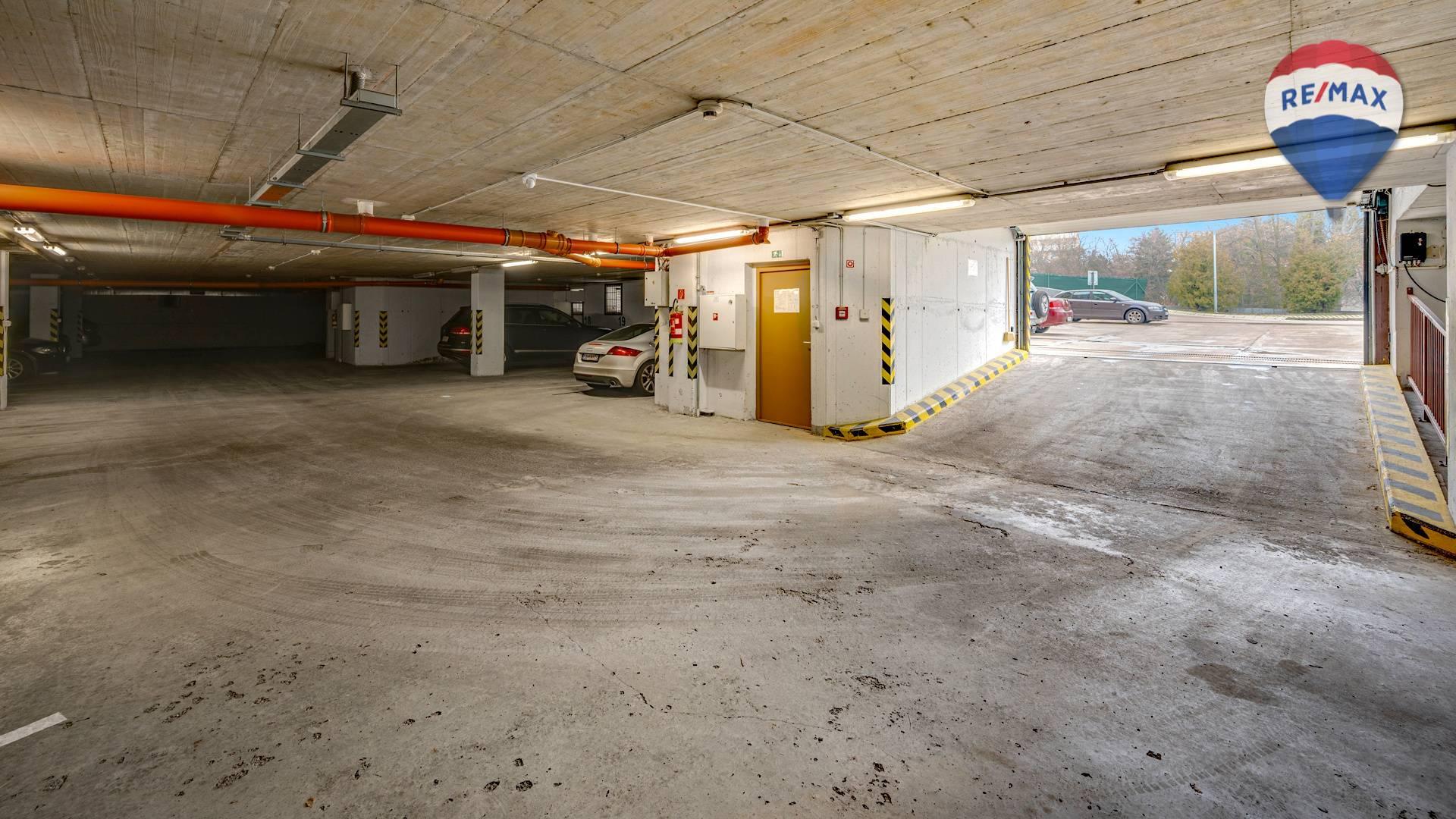 Predaj garáže 12 m2, Bratislava - Karlova Ves - vchod