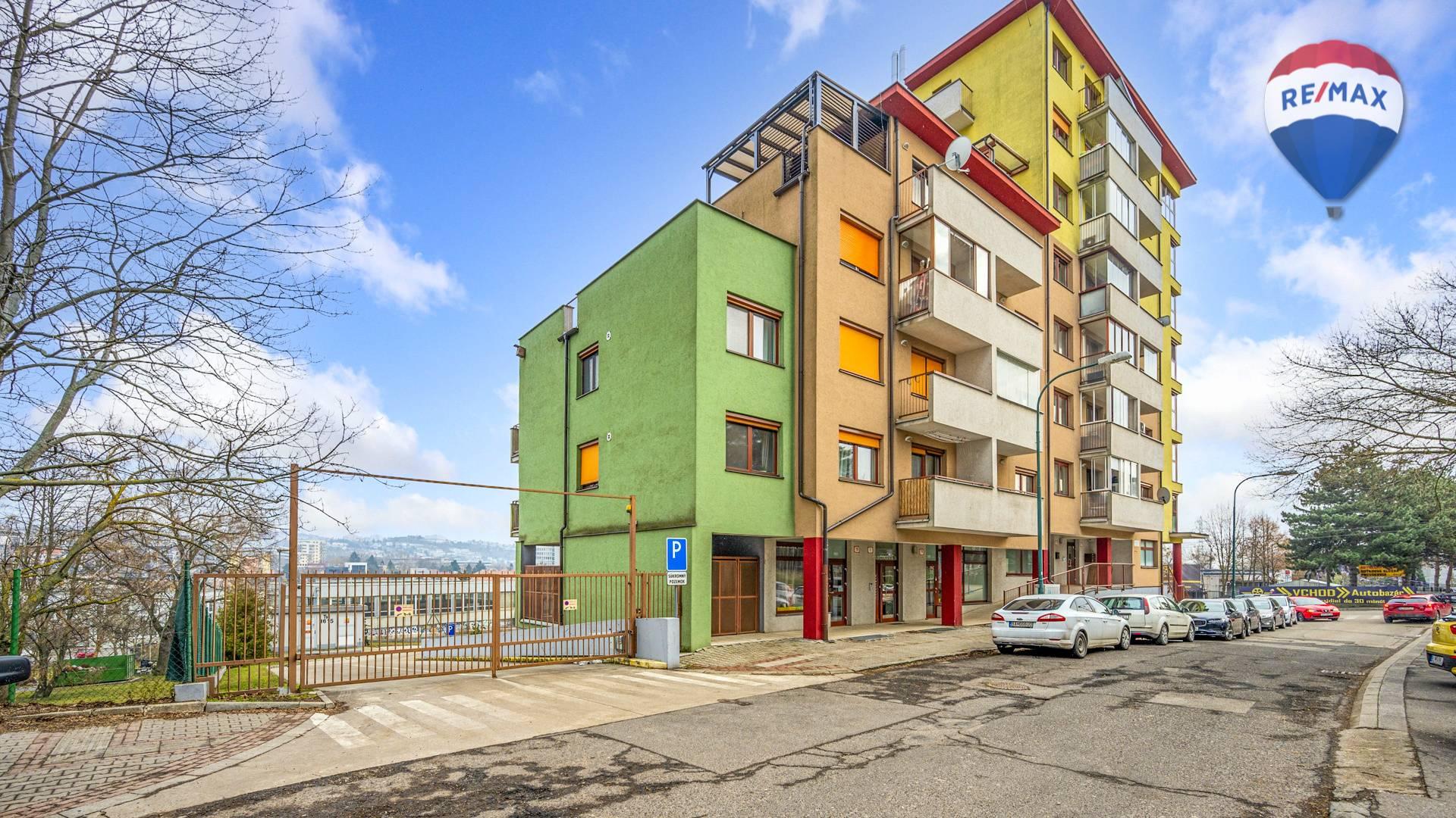Predaj garáže 12 m2, Bratislava - Karlova Ves - vstupná brána