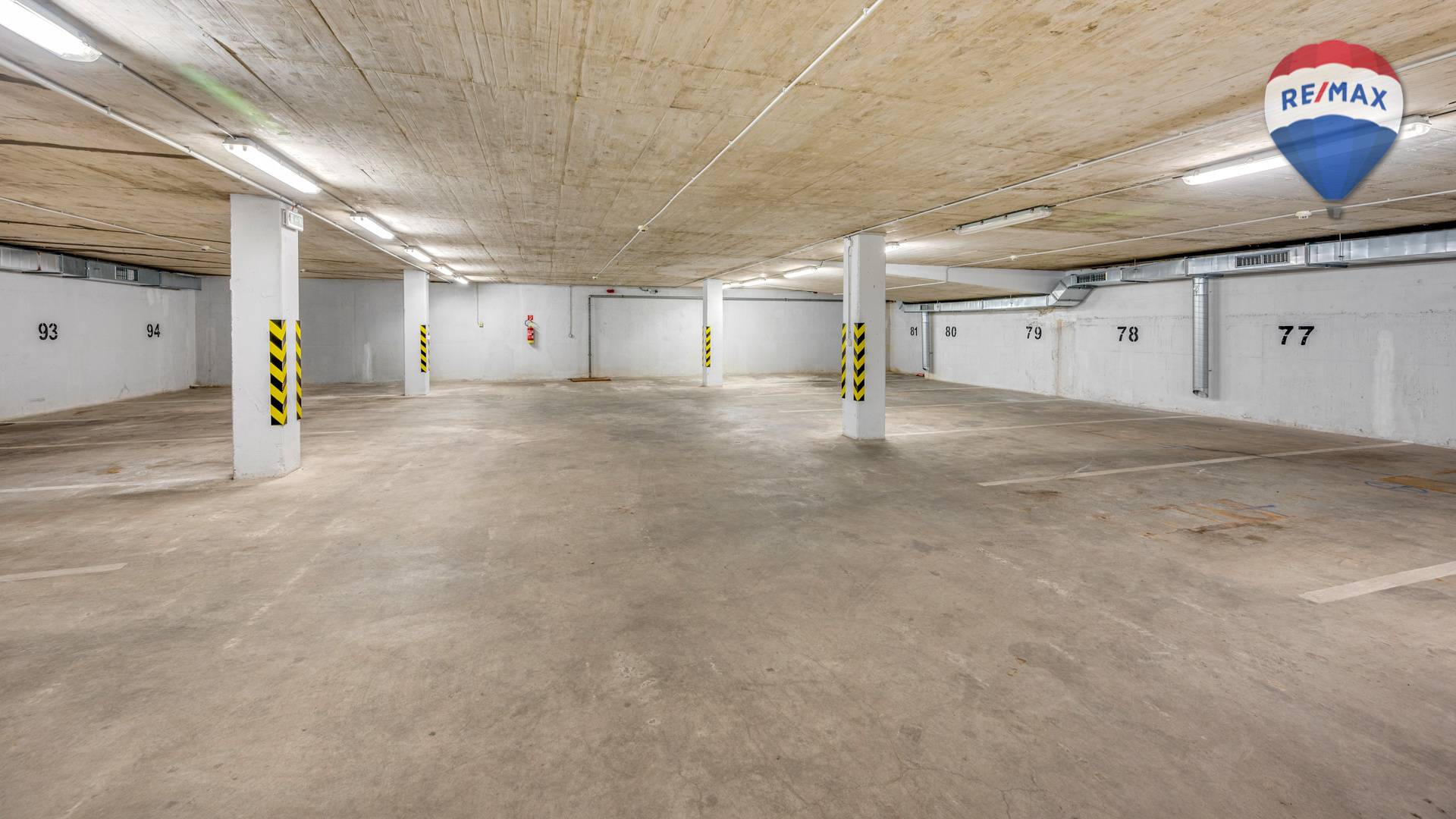 Predaj garáže 12 m2, Bratislava - Karlova Ves - parkovacie státia