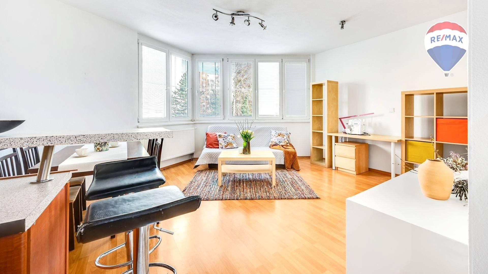 Priestranný, svetlý, 1 izbový byt na ul. Heyrovského, BA Lamač