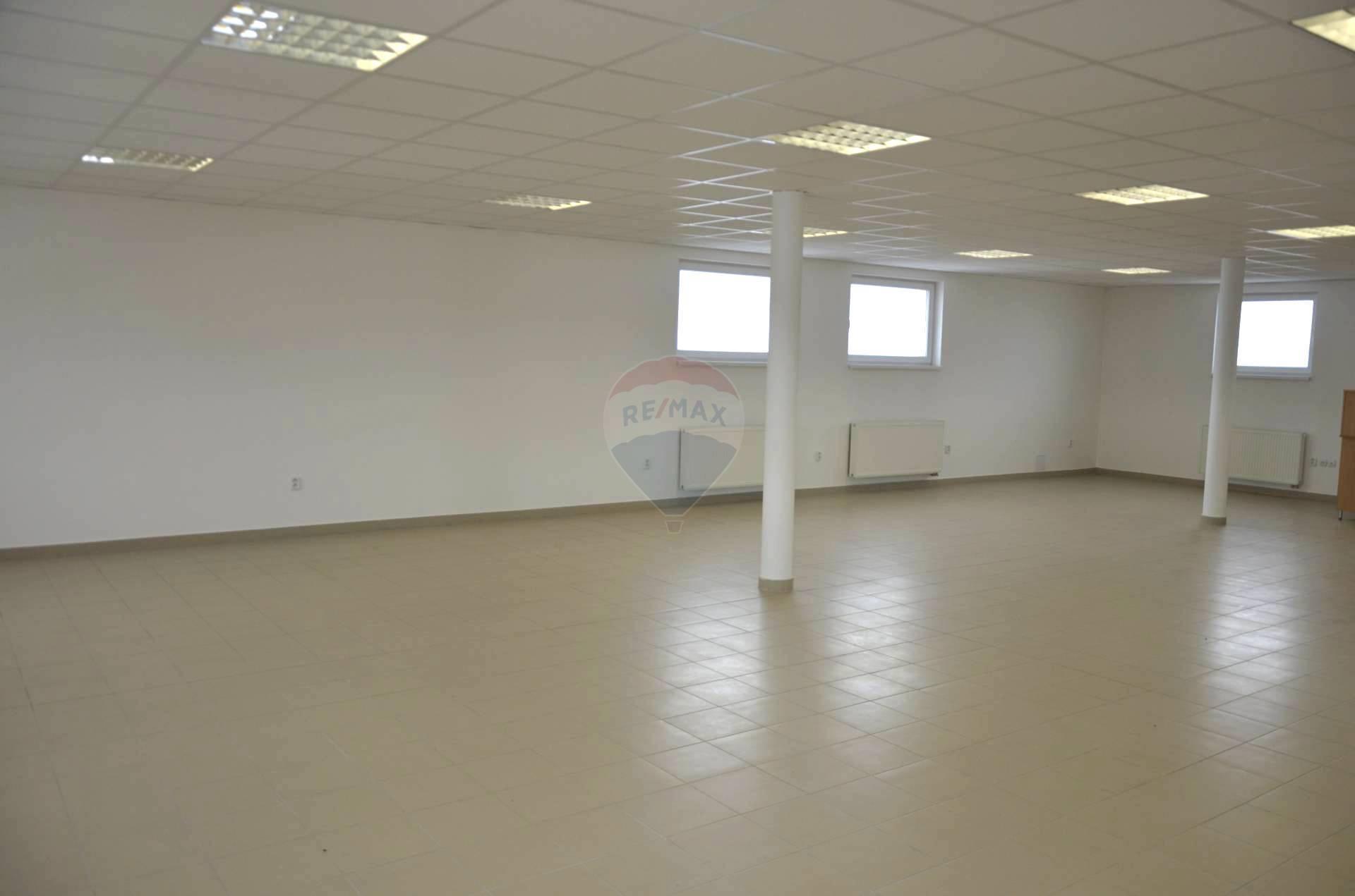 Prenájom komerčného priestoru 150 m2, Trstená -