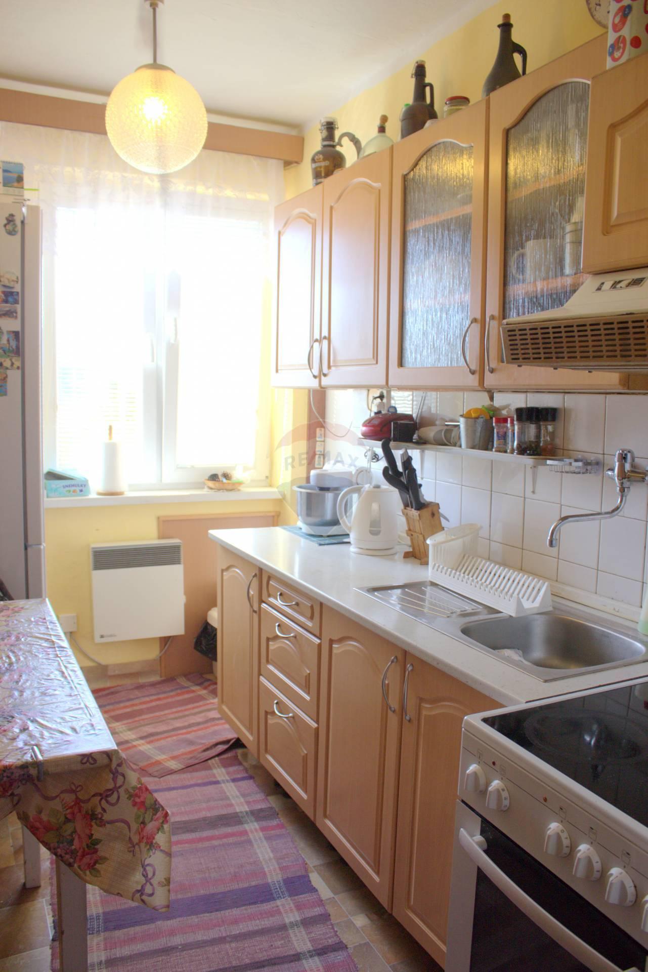 NA PREDAJ 4-izbový byt s garažou, Bela Dulice - Martin