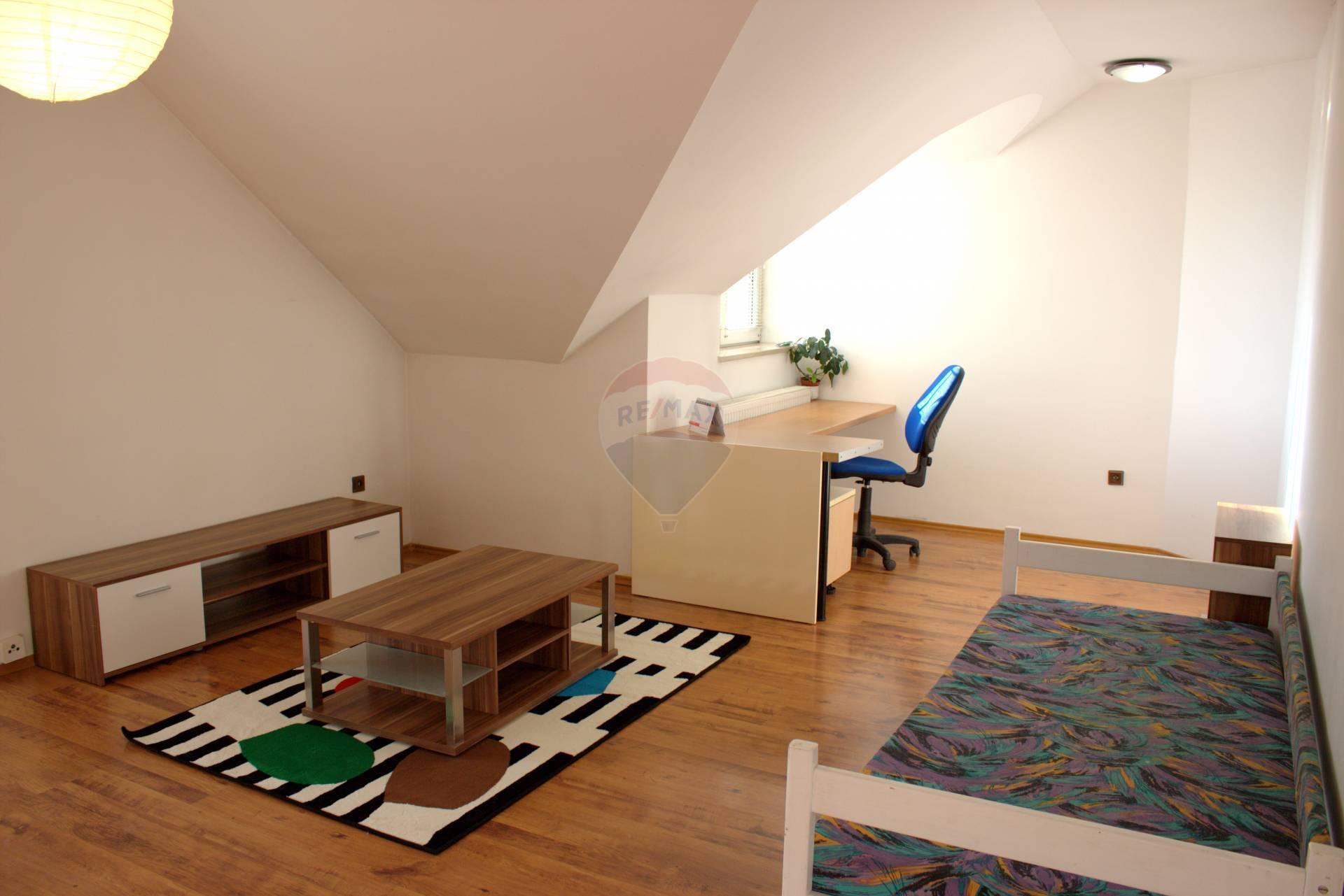 Prenájom bytu (1 izbový) 38,2, Vrútky
