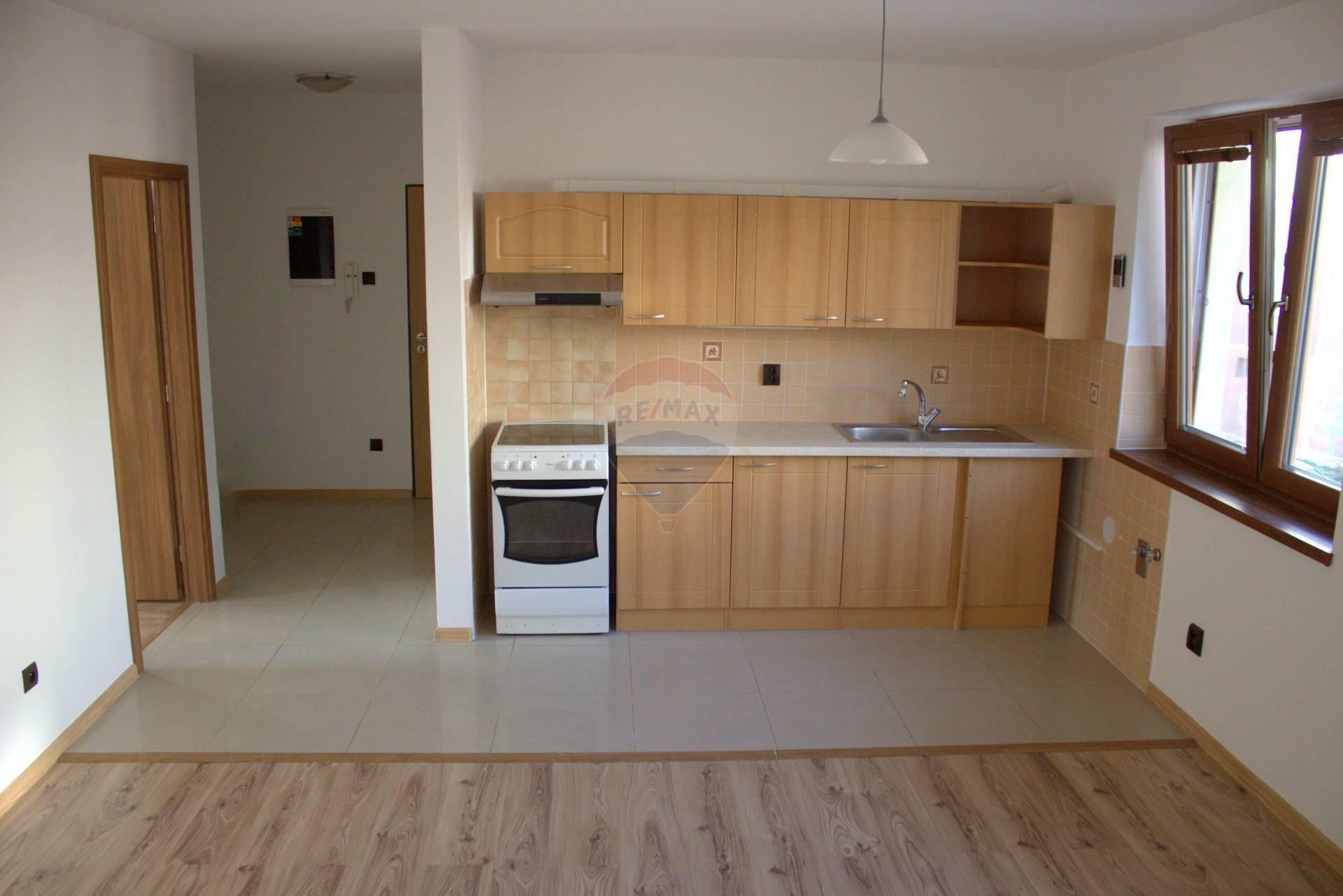 Prenájom bytu (3 izbový) 60 m2, Martin