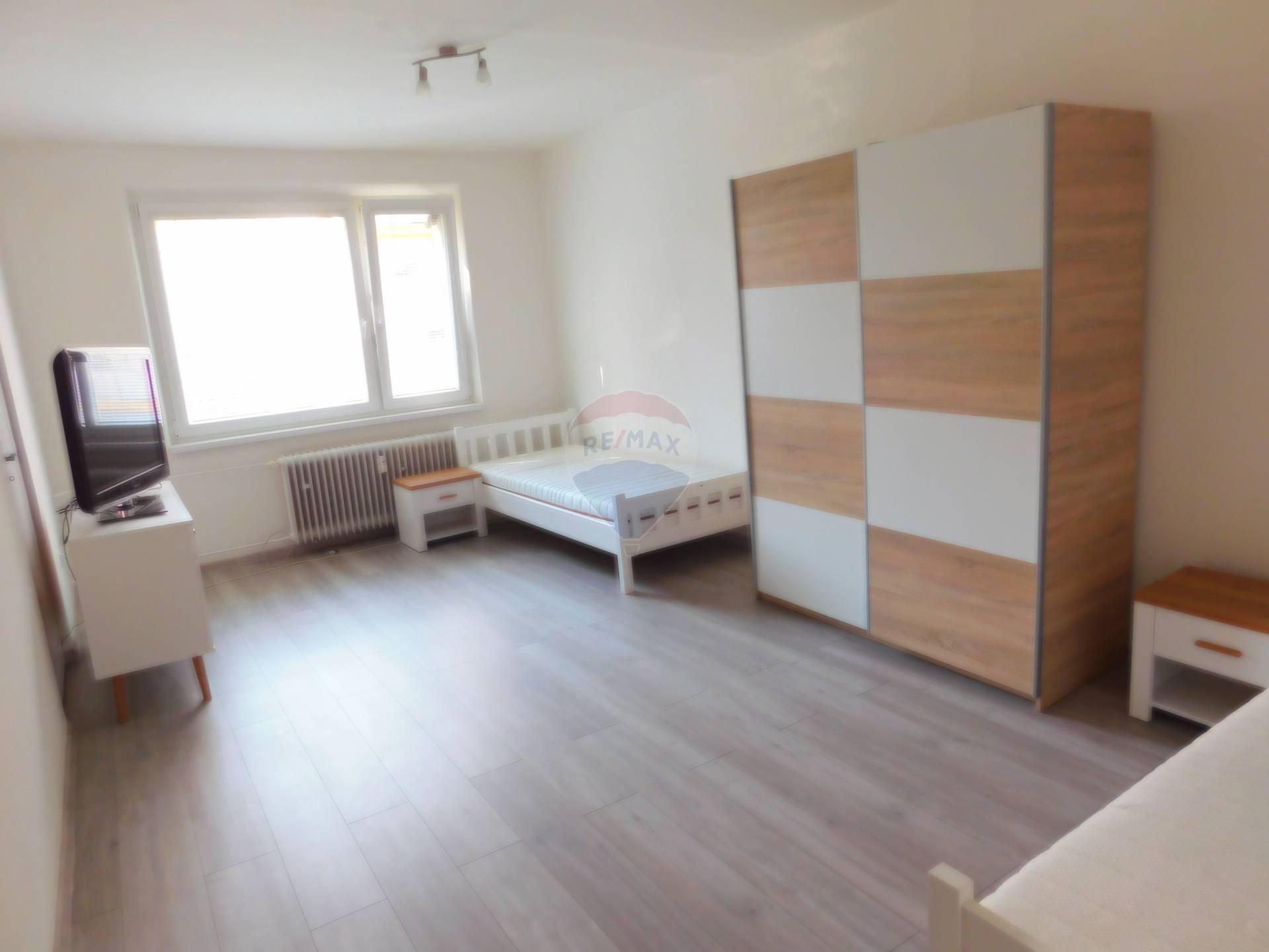 Prenájom bytu (3 izbový) 80m2, Námestovo