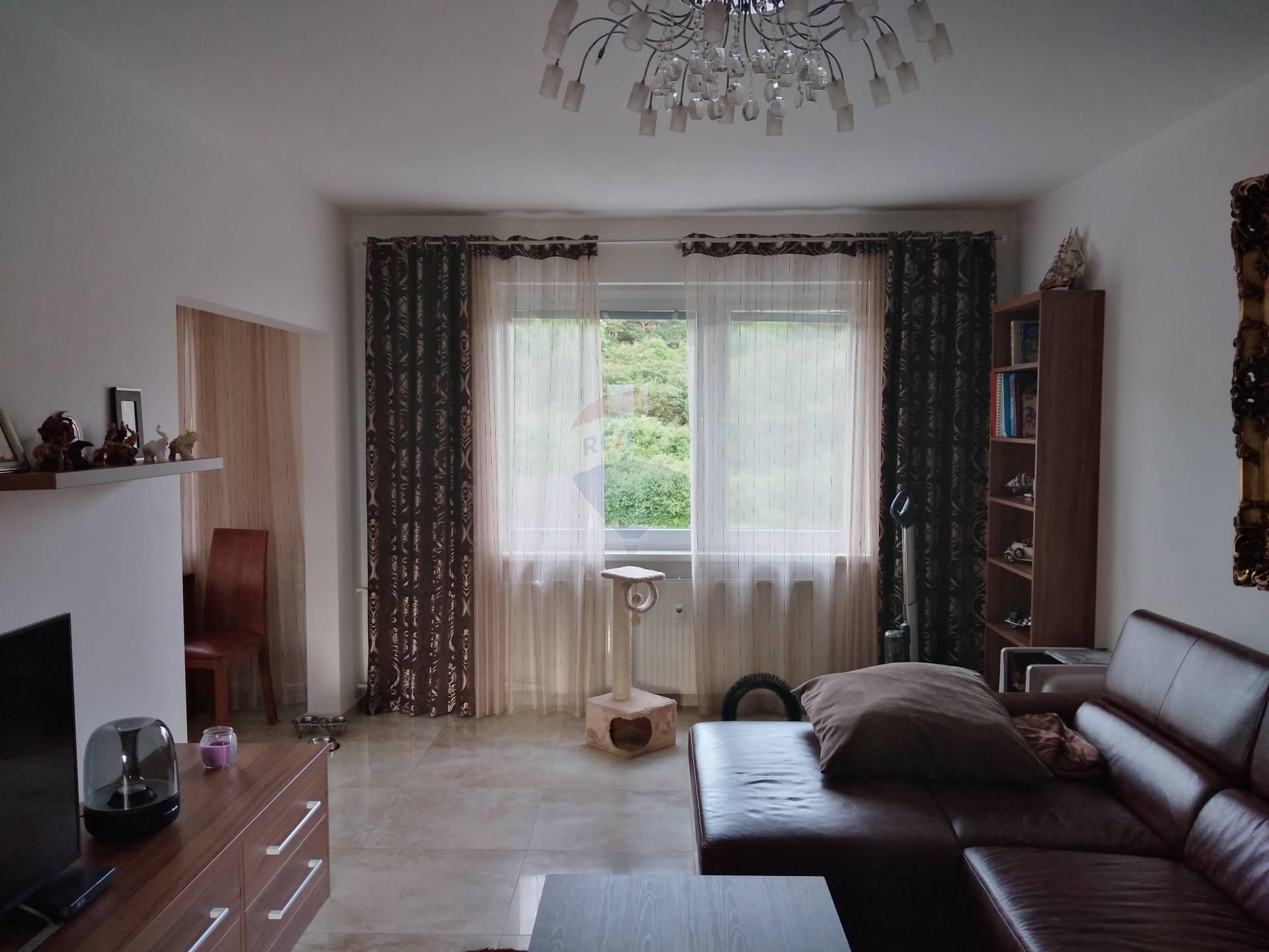 Na predaj nadštandartný  4-izbový byt 90m2 Dolný Kubín- Brezovec