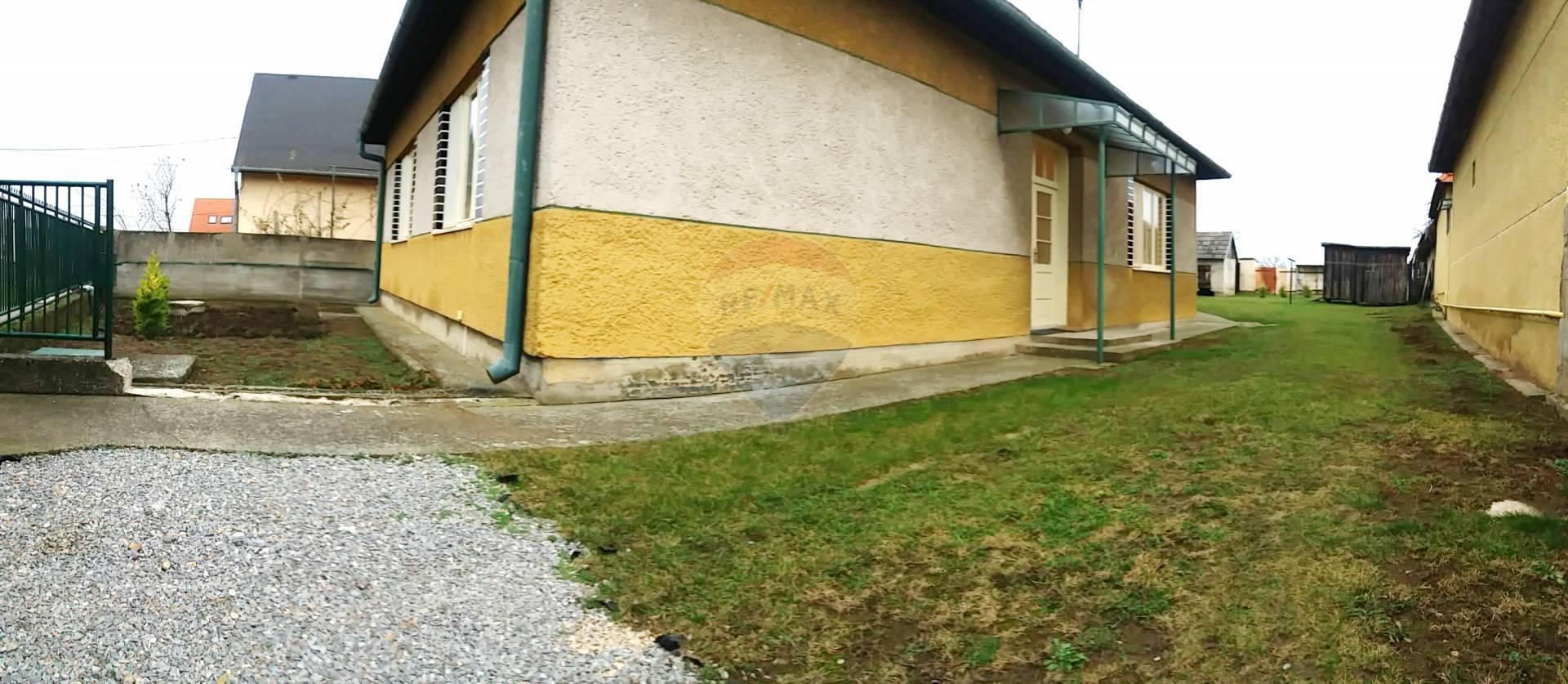 Prenájom 3-izb. domu(100m2)+záhrada(400m2), Jarok(7km od Nitry)