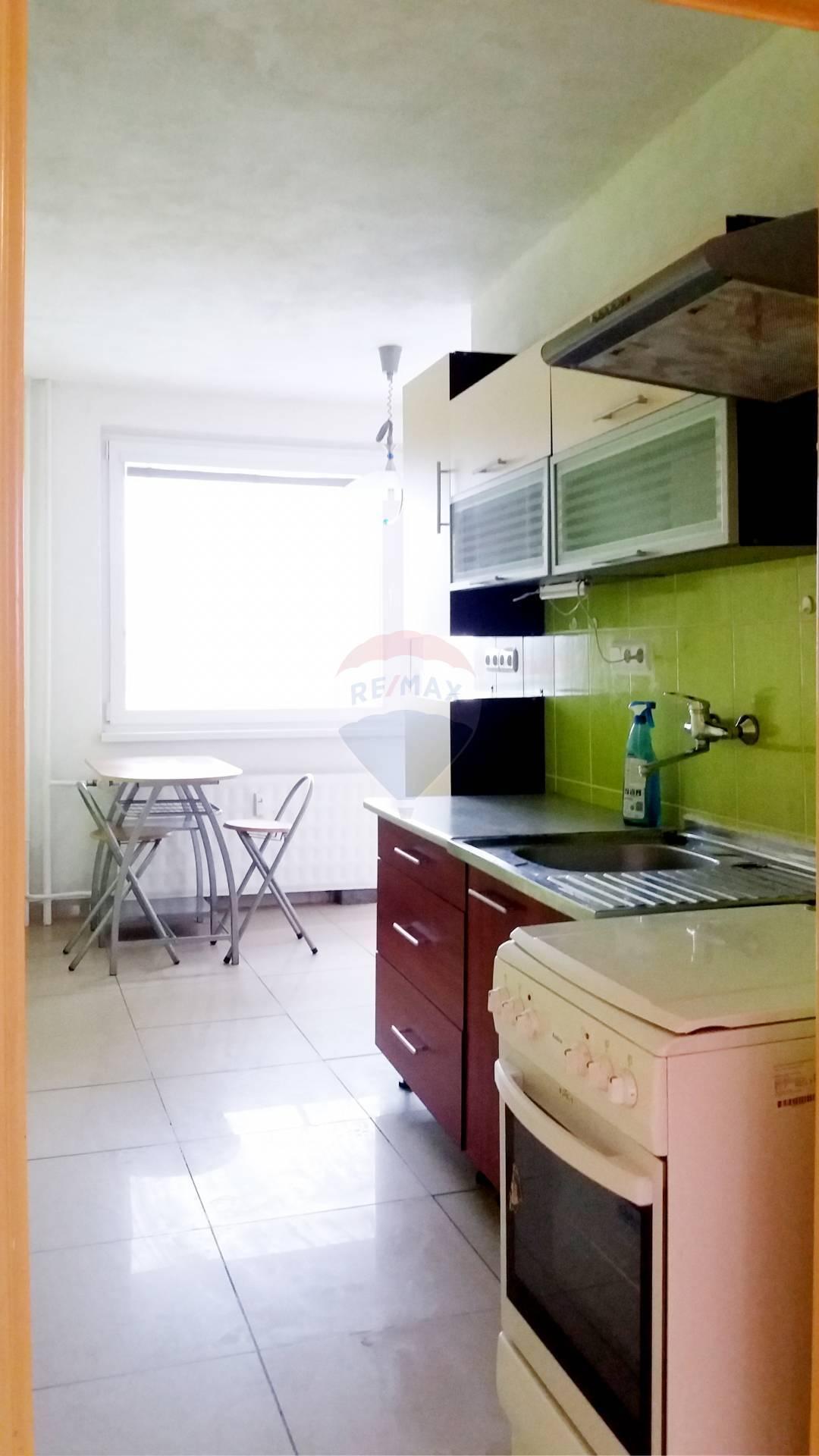 Na prenájom 2-izbový byt 64m2, Nitra  (Chrenova)
