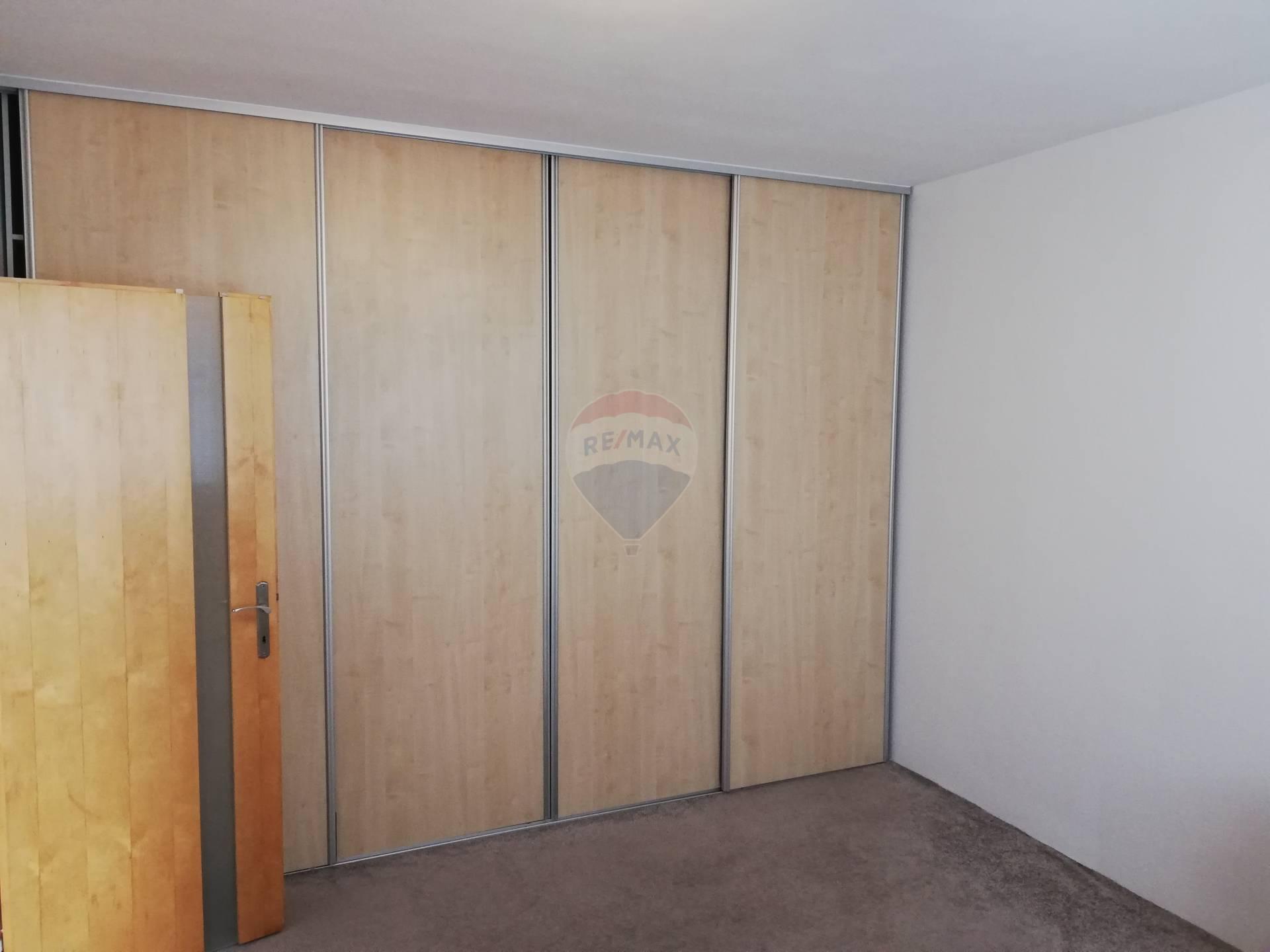 Prenájom bytu (1 izbový) 36 m2, Nitra -