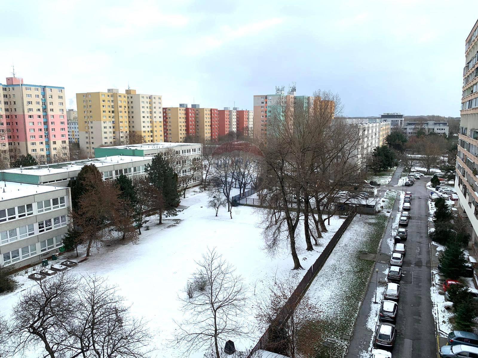 NA PRENÁJOM :  Zariadená garzónka po čiastočnej rekonštrukcií  Bratislava - Petržalka