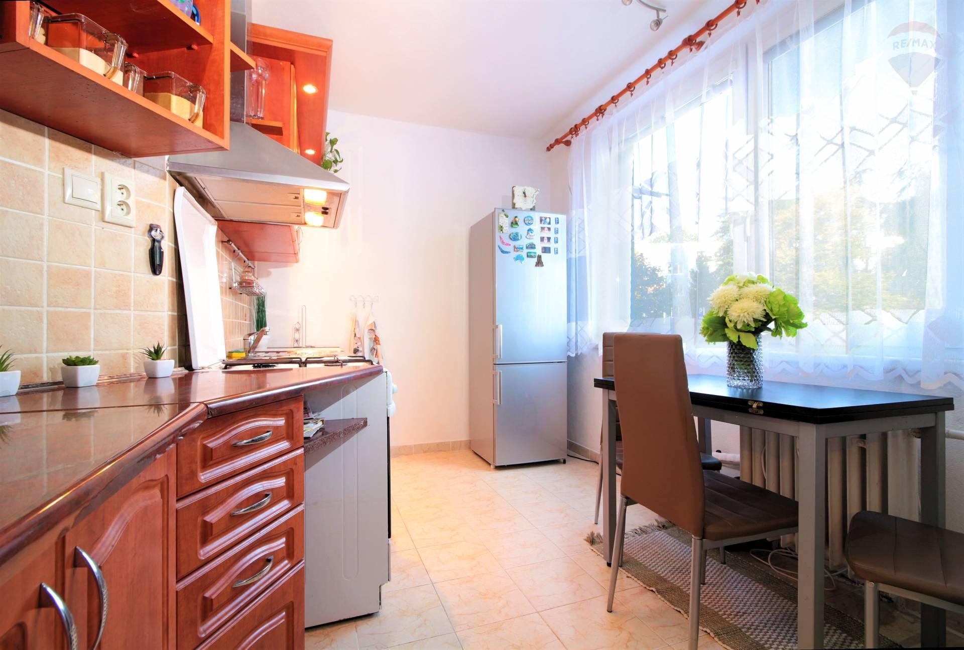 Predaj bytu (3 izbový) 70 m2, Nitra - NA PREDAJ 3 IZBOVÝ BYT, NITRA - LOMNICKÁ, MESTSKÁ ČASŤ CHRENOVÁ