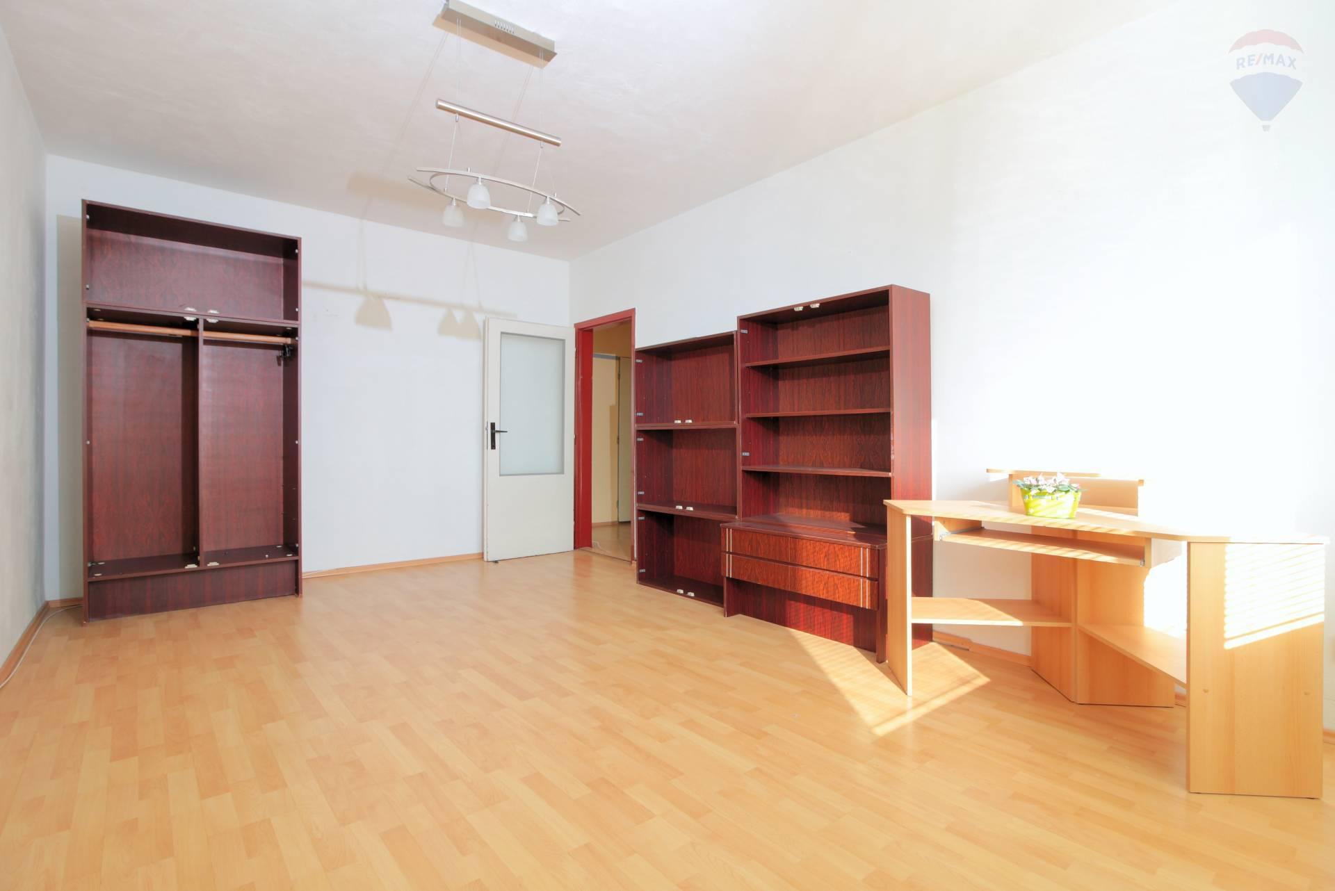 Predaj bytu (3 izbový) 83 m2, Nitra - NA PREDAJ VEĽKÝ 3-IZ. BYT, NITRA - NOVOMESKÉHO ul. NITRA