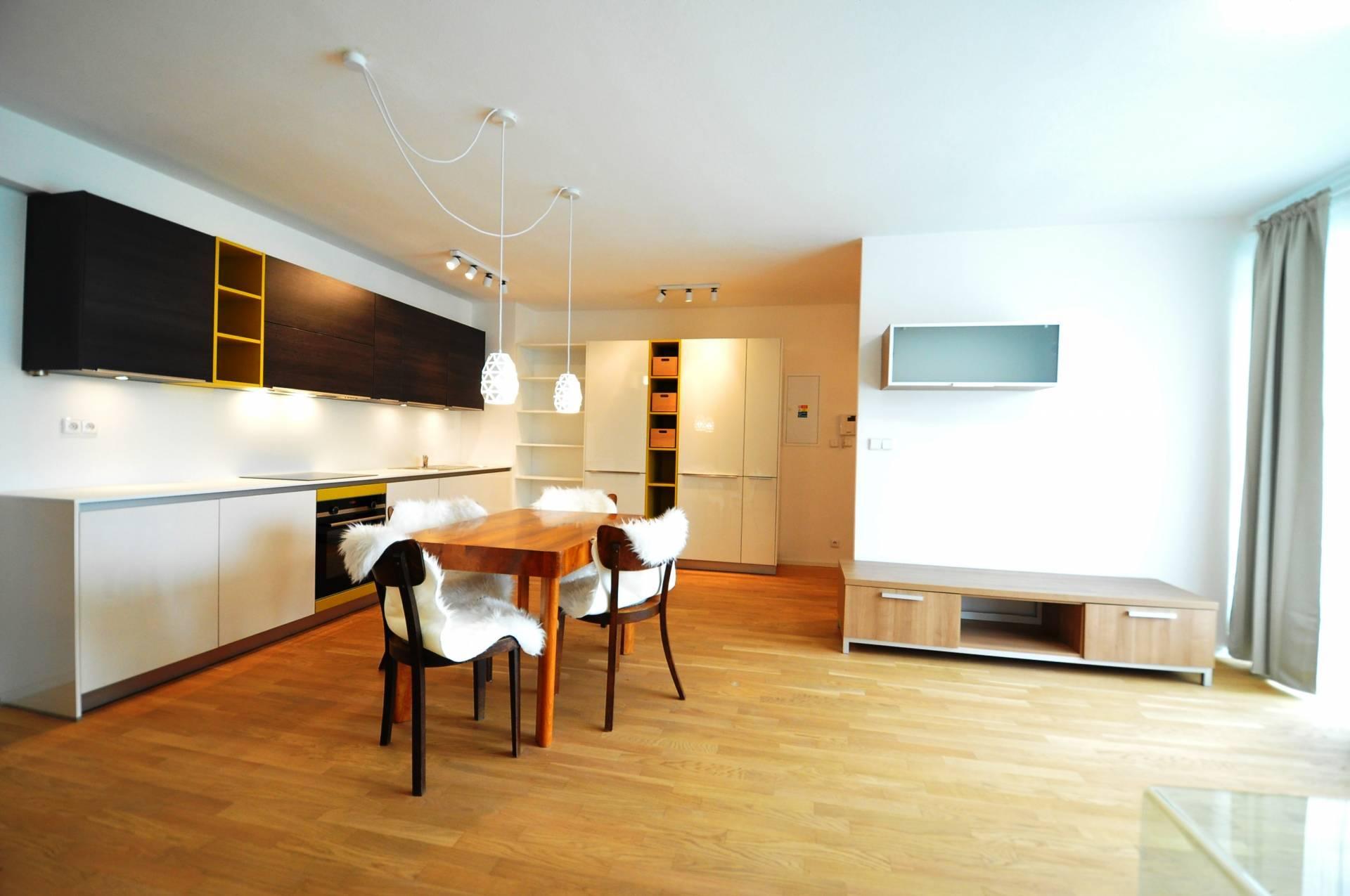 PRENÁJOM, 3-izbový byt + Garáž, Poprad, Ul. Podtatranská, Polyfunkčný dom Javor,