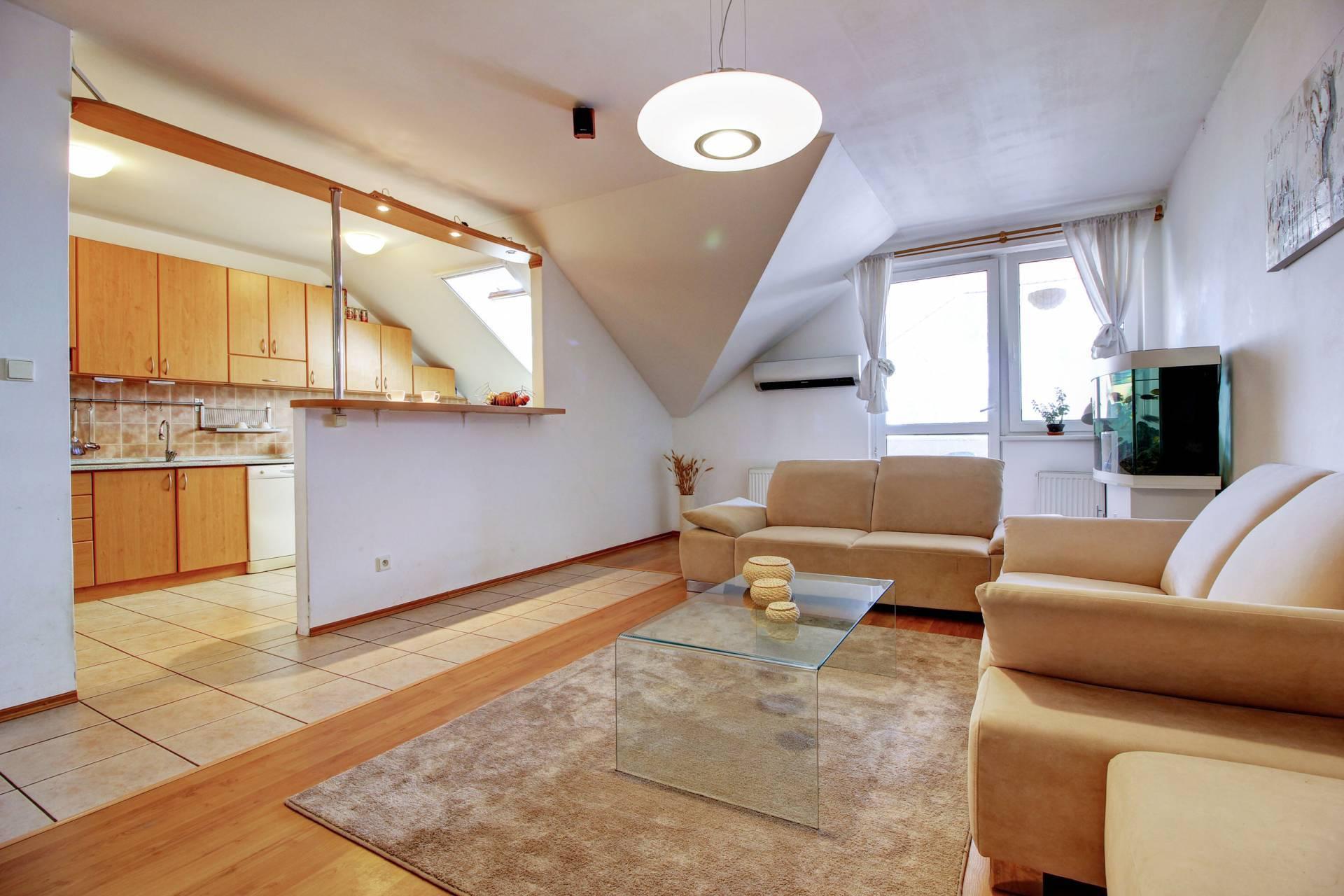 Na predaj: 3-izbový podkrovný byt s garážou v Rovinke