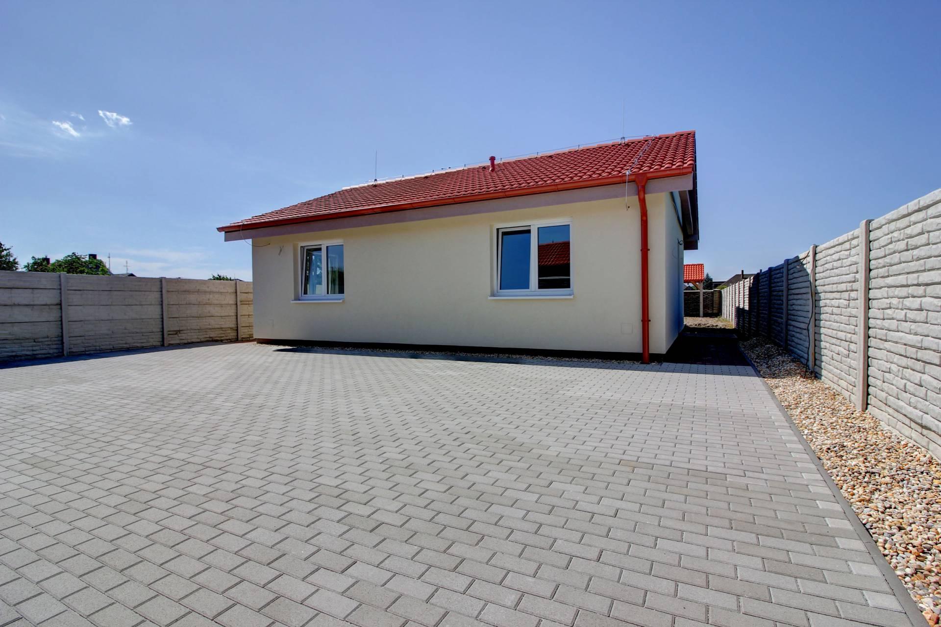 Na predaj:  4i rodinný dom , Rohovce