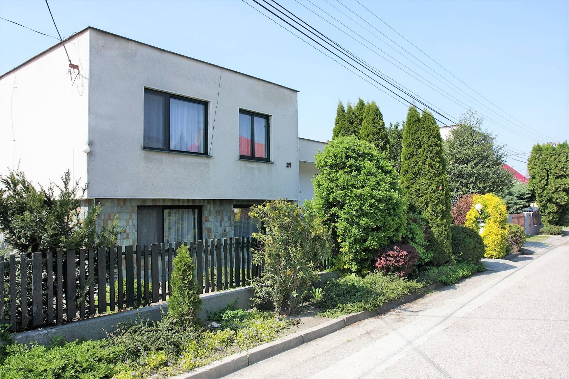 Na predaj:  5 izbový rodinný dom 280 m² s garážou, pozemok 810 m², Horný Bar