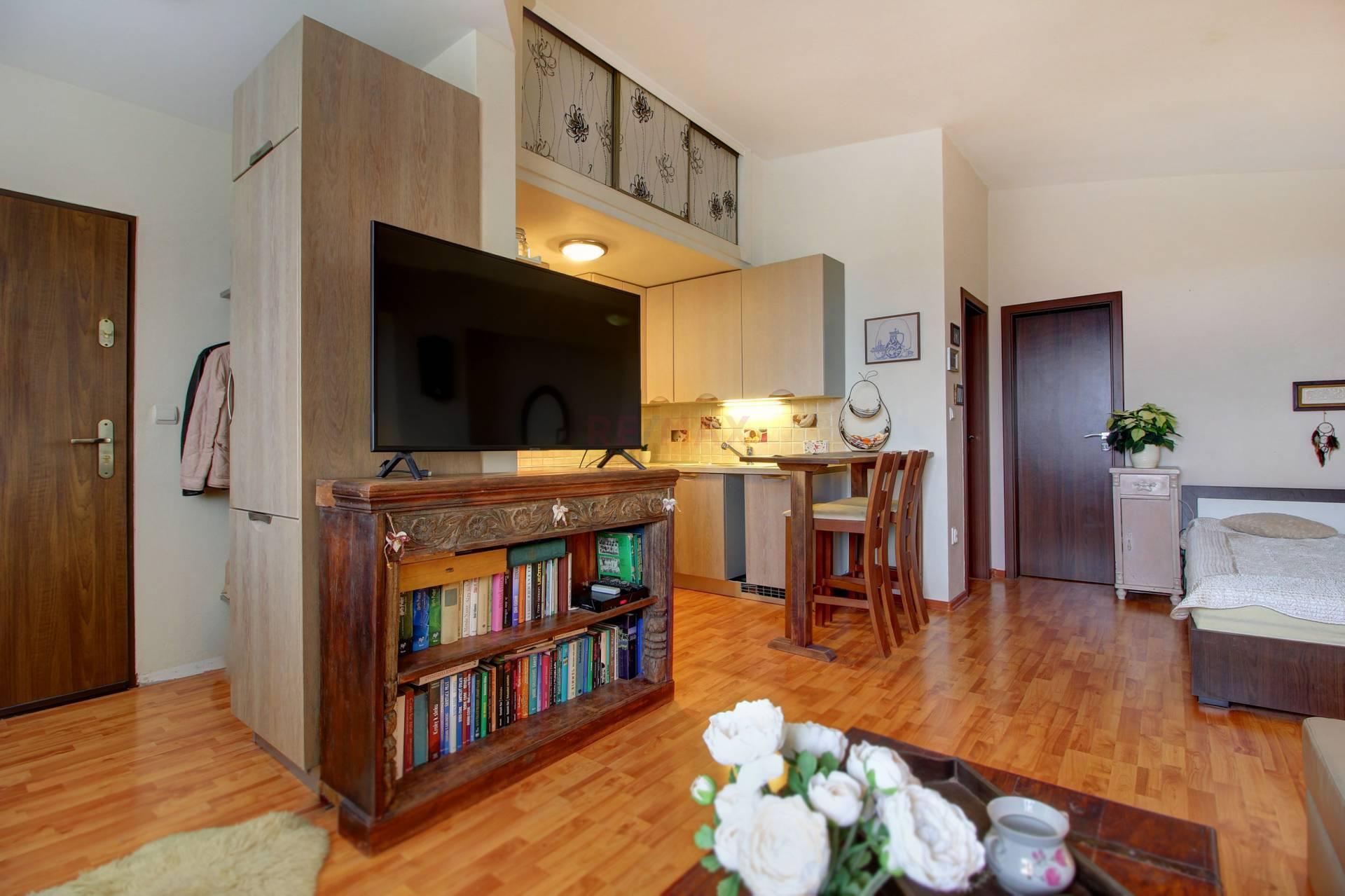 Na predaj: 1 izbový byt s parkovaním 39m2 v Dunajskej Lužnej