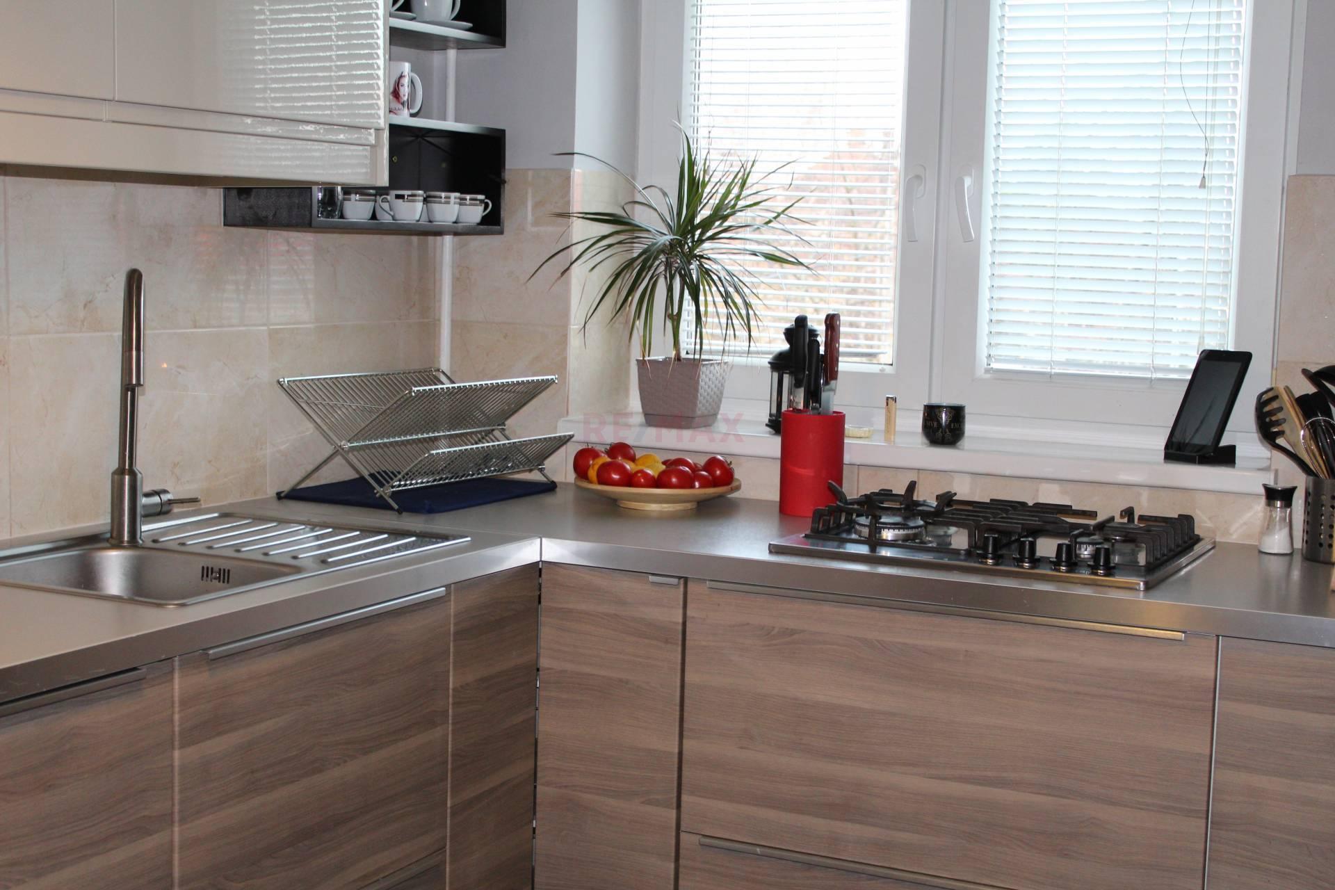 Na predaj priestranný(71m2) moderný 2 izbový byt v meste Šamorín