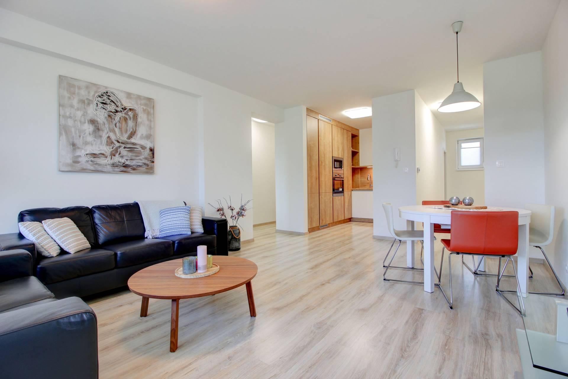 Na prenájom , kompletne zariadený 3 izbový byt na Orechovej ul. v Dunajskej Lužnej