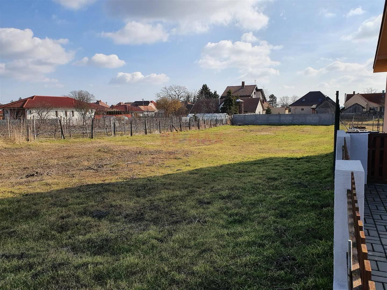 Na predaj pozemok Čakany 1000 m²