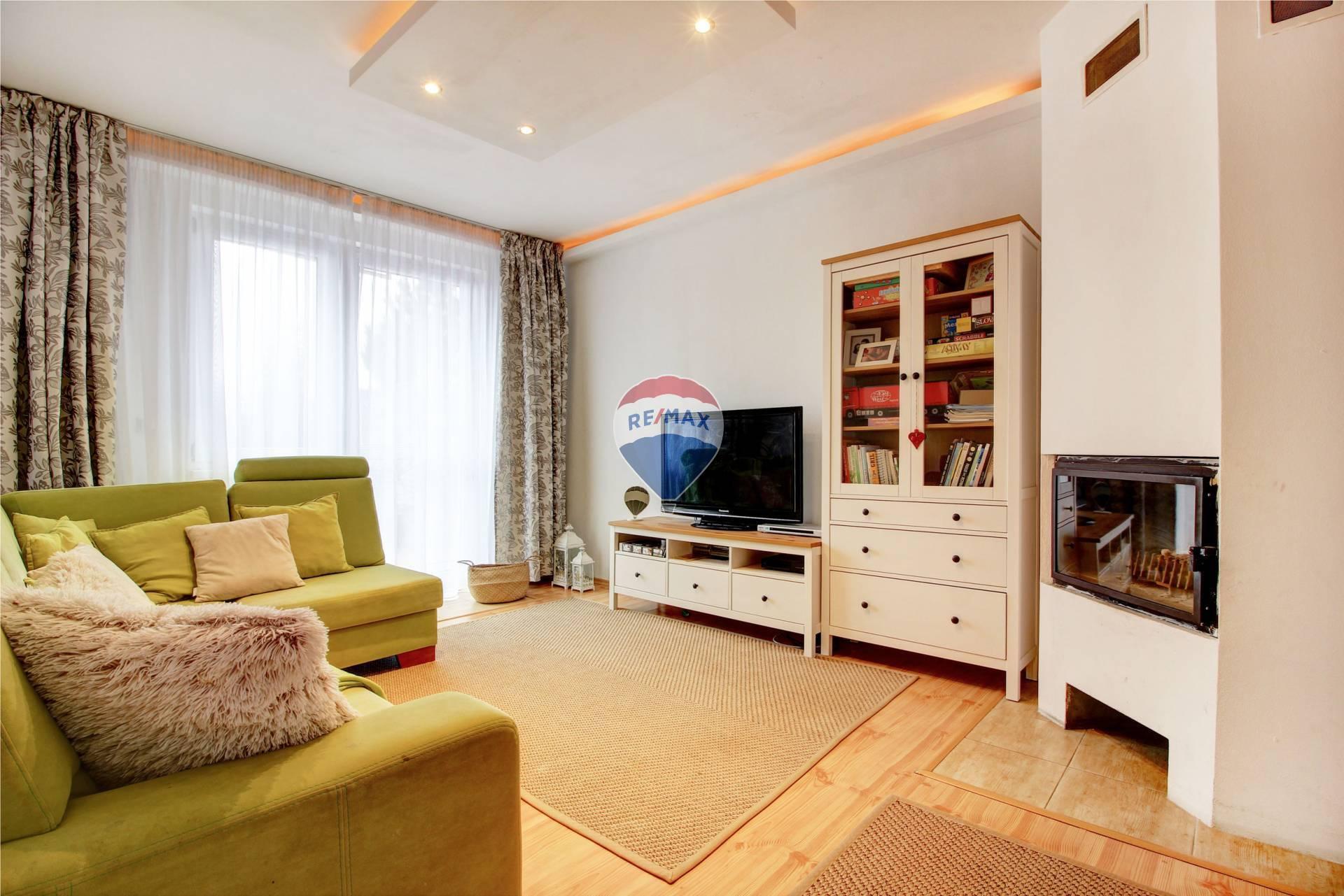 PREDAJ 6 izbový rodinný dom /381 m2/ - Dunajská Lužná