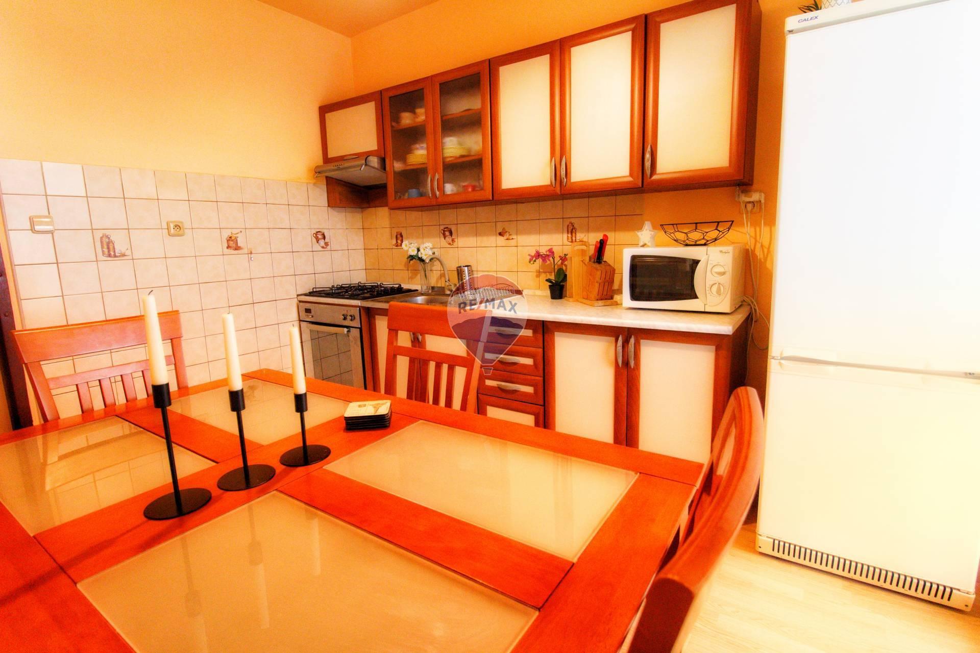 3 izbový byt s loggiou, Banská Bystrica