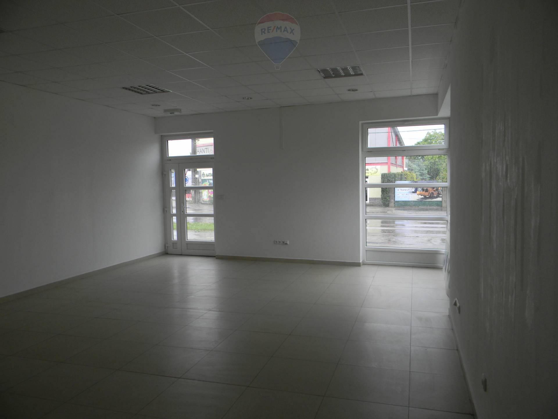 Predaj komerčného objektu 865 m2, Šaľa -