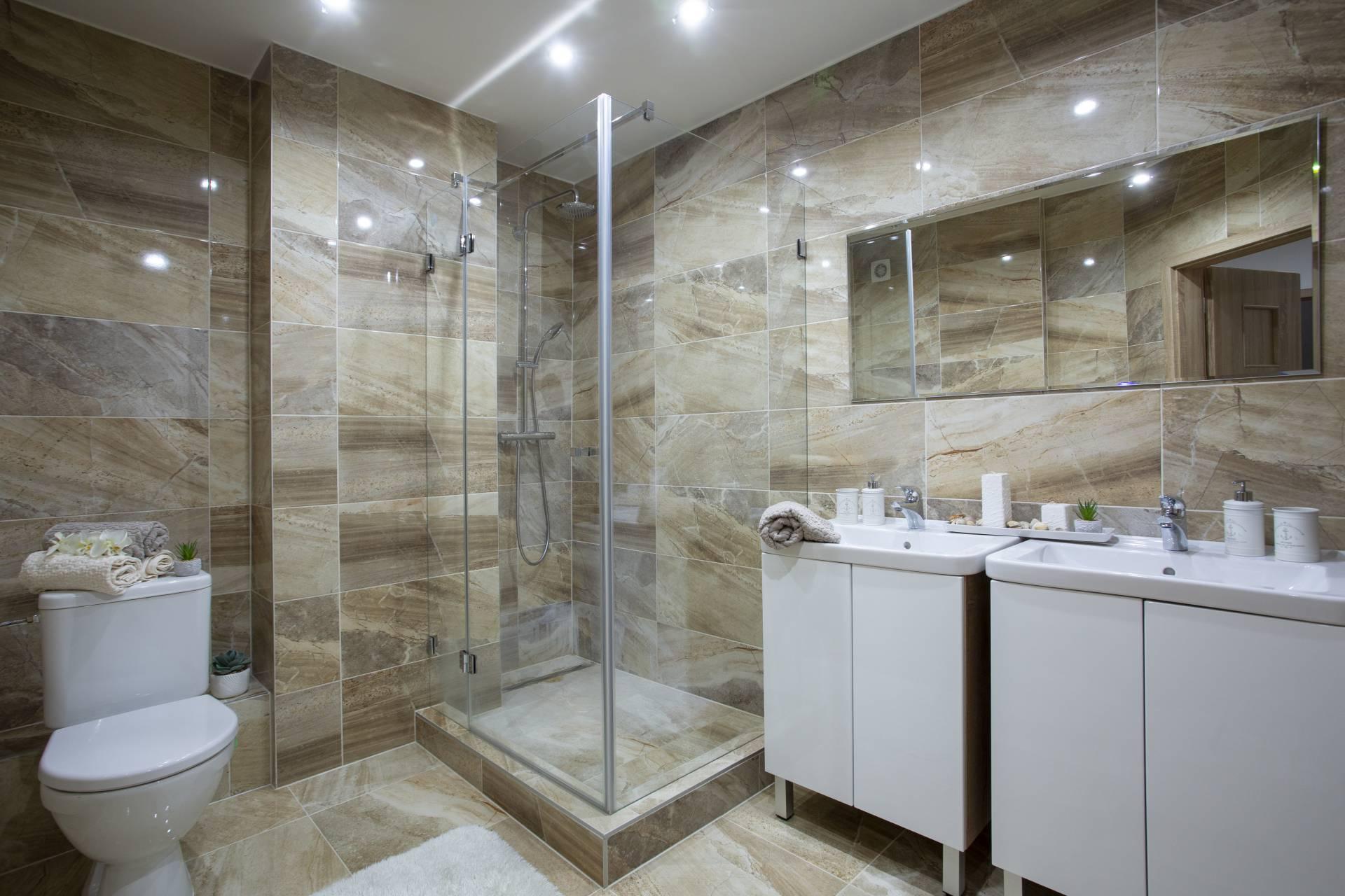 Predaj bytu (4 izbový) 95 m2, Nitra - 4i exkluzívny byt, Mostná. Kupelna