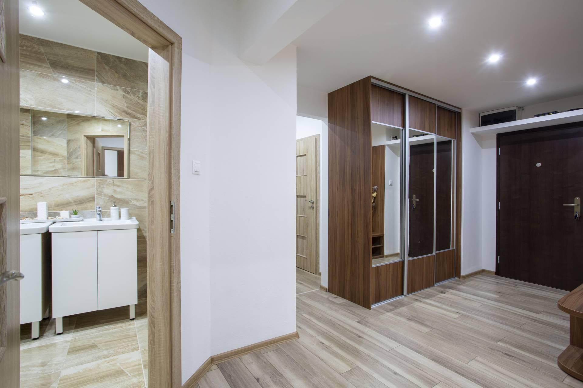 Predaj bytu (4 izbový) 95 m2, Nitra - 4i exkluzívny byt, Mostná, Nitra Chodba