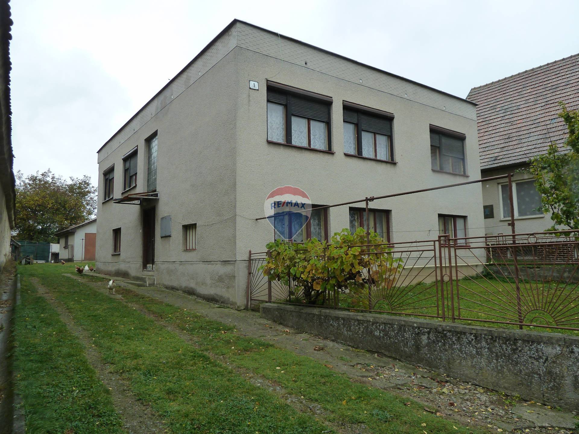 REZERVOVANÉ - Predaj rodinného domu Lužany - Topoľčany